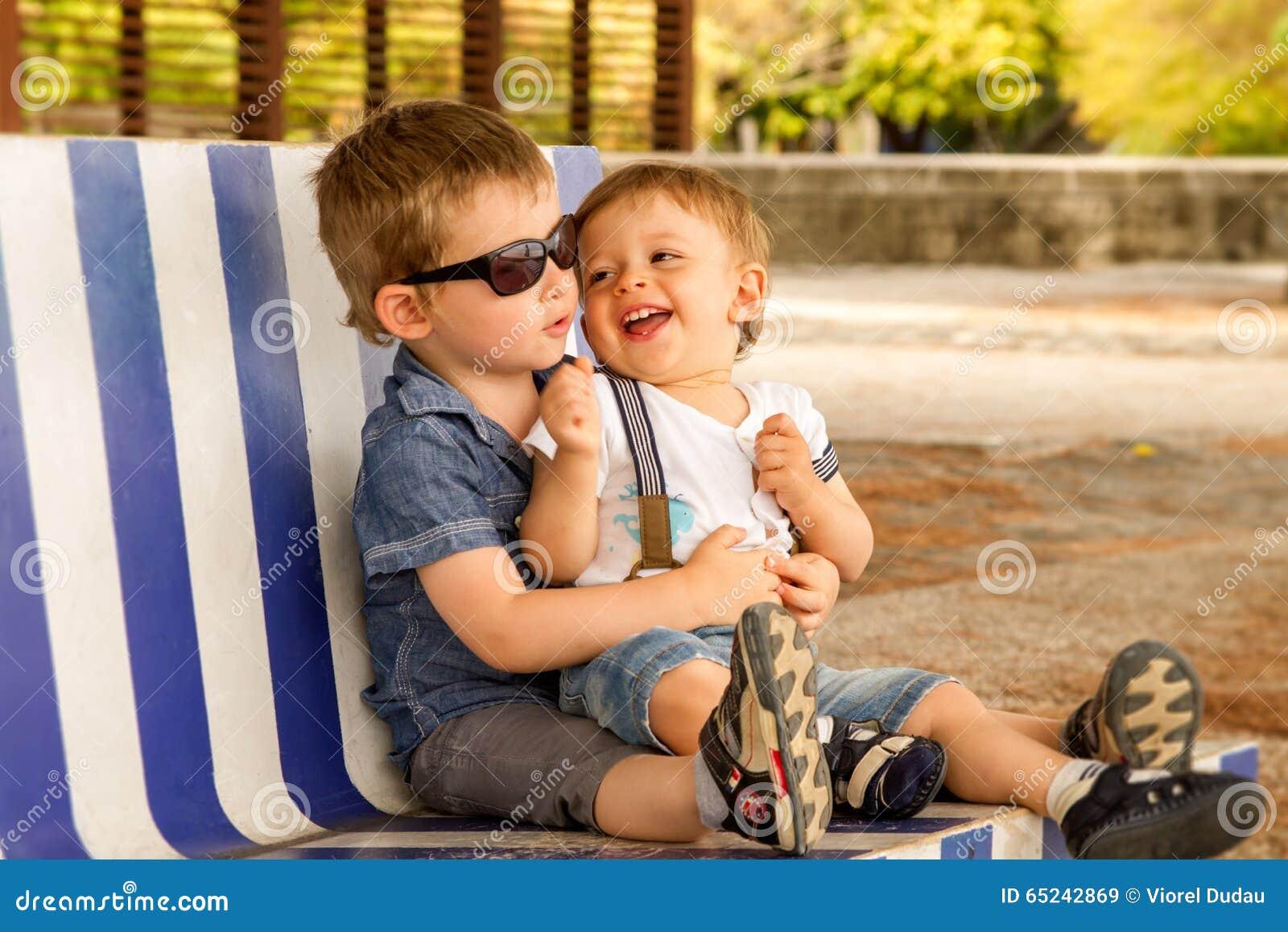Bracia na ławce