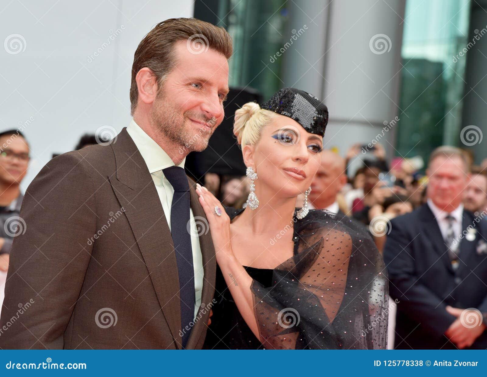 Bradley Cooper e a senhora Gaga na premier de uma estrela são nascidos no festival de cinema internacional 2018 de Toronto