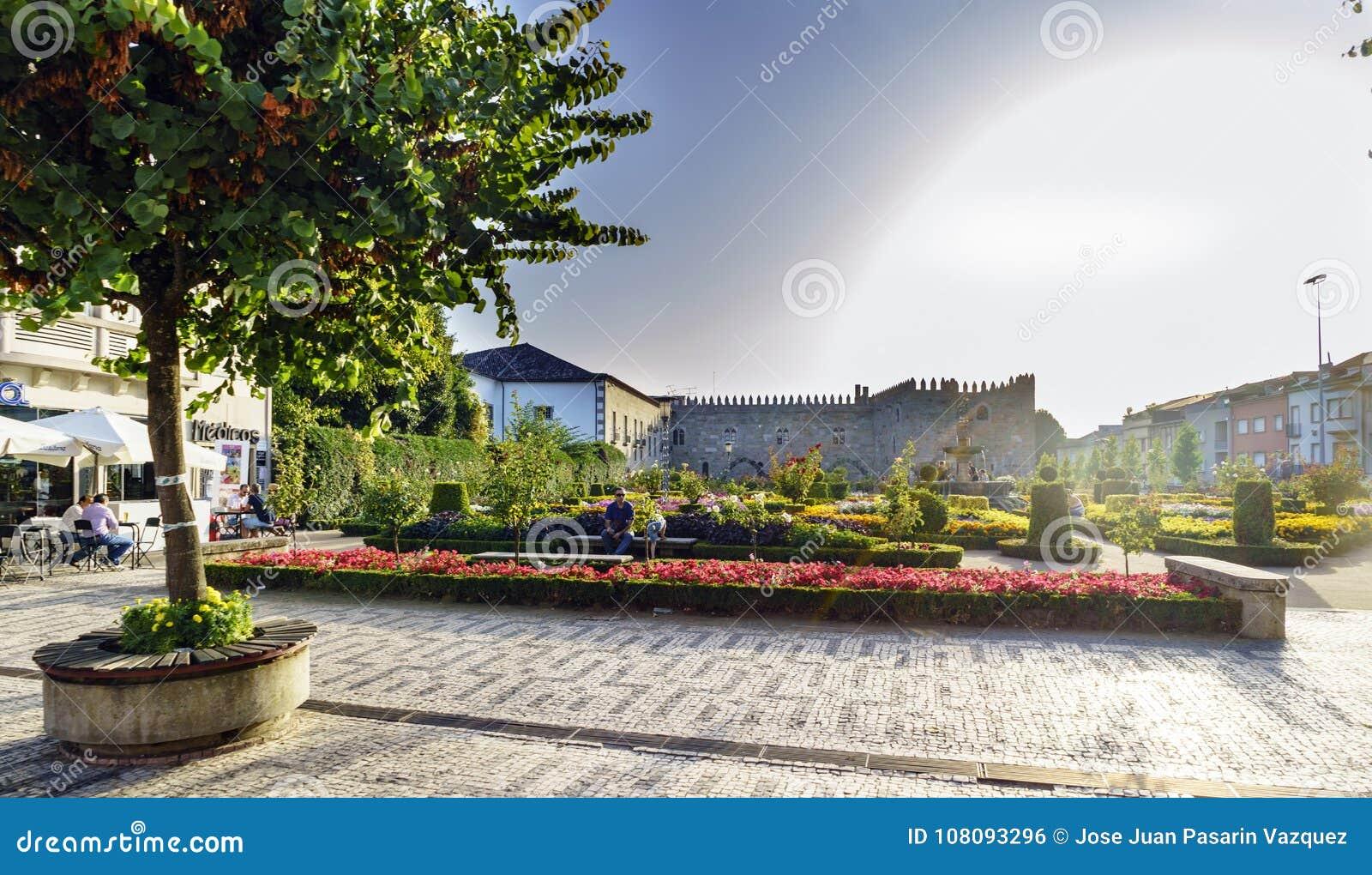 Braga Portugal Augusti 14, 2017: Santa Barbara Garden och facad