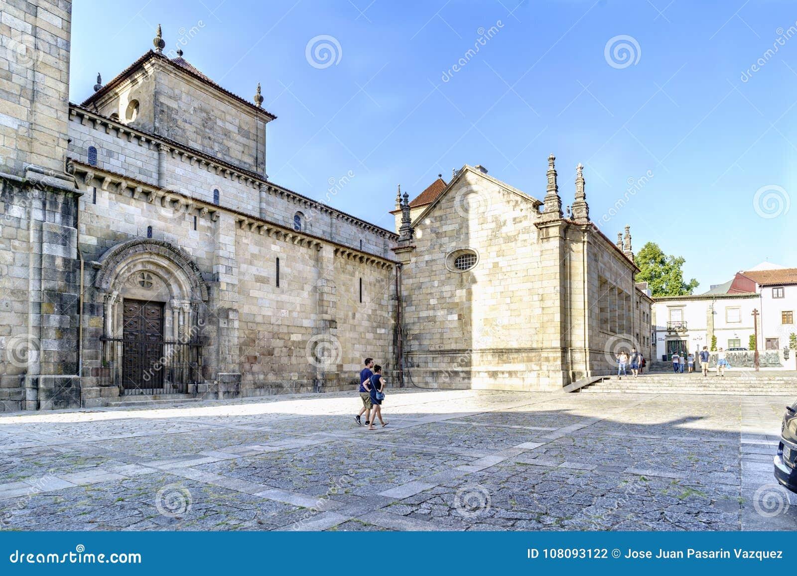 Braga, Portugal 14 augustus, 2017: Zijschip van de Kathedraal