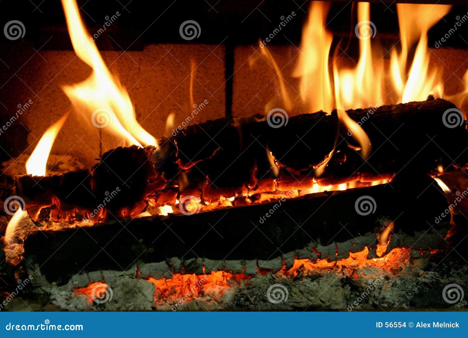 Download Braises brûlantes photo stock. Image du lueur, cheminée - 56554