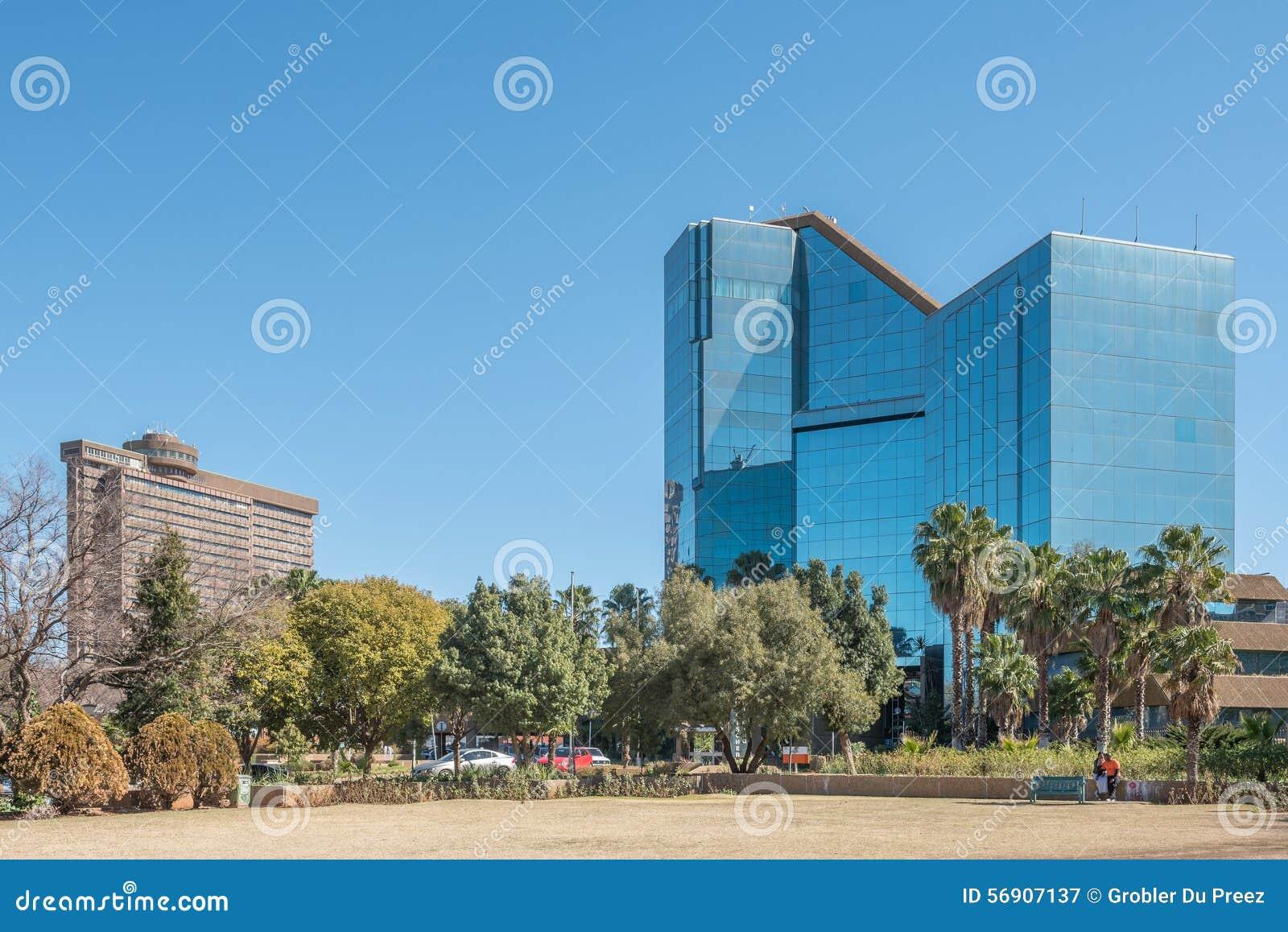 Bram Fischer Building και το επαρχιακό κυβερνητικό κτήριο