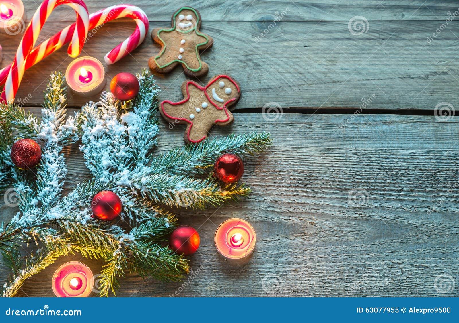 Download Branche D'arbre Décorée De Noël Avec Des Biscuits Et Des Sucreries Image stock - Image du agencement, cèdre: 63077955