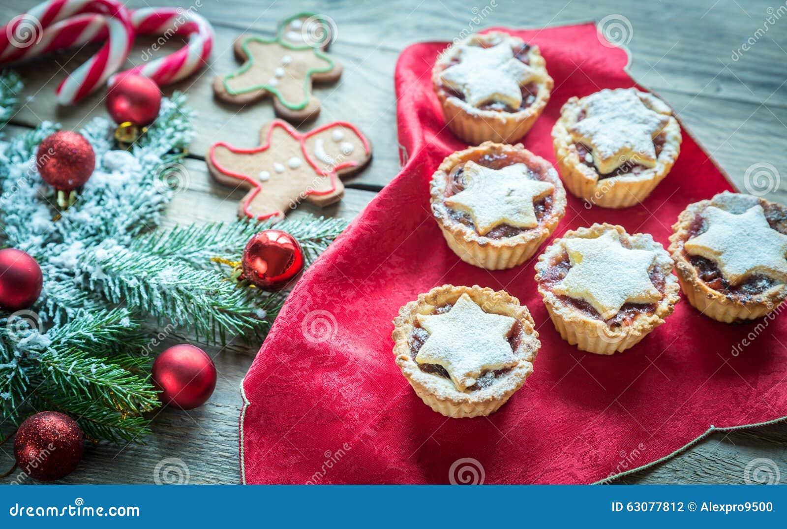 Download Branche D'arbre Décorée De Noël Avec La Pâtisserie De Vacances Photo stock - Image du festivité, homme: 63077812