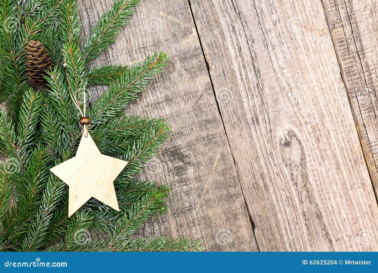 Deco Noel En Bois Naturel branches d'arbre de sapin de noël avec l'étoile sur le