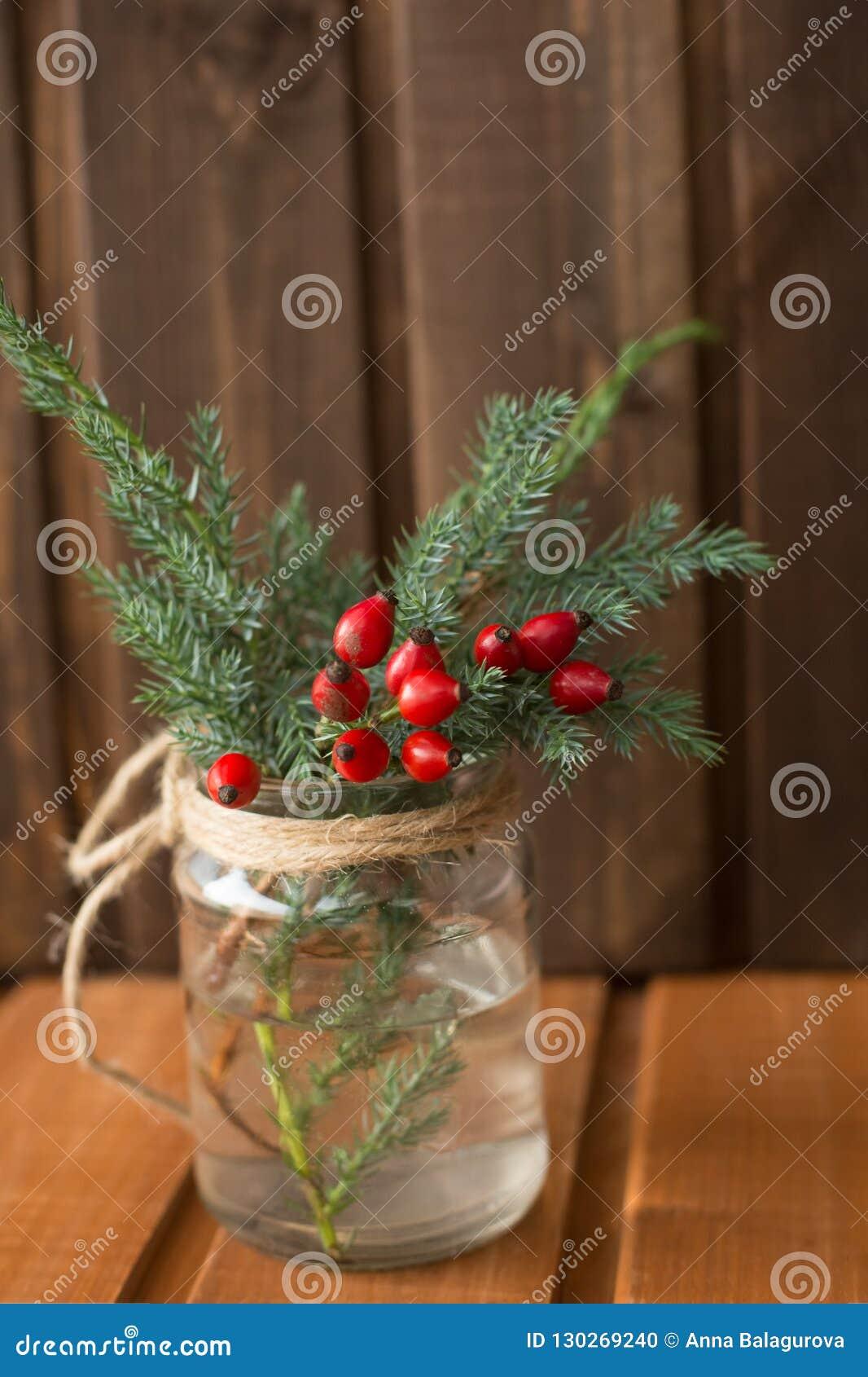 Arbre En Pot Hiver branches d'un arbre de noël vert dans un pot en verre avec