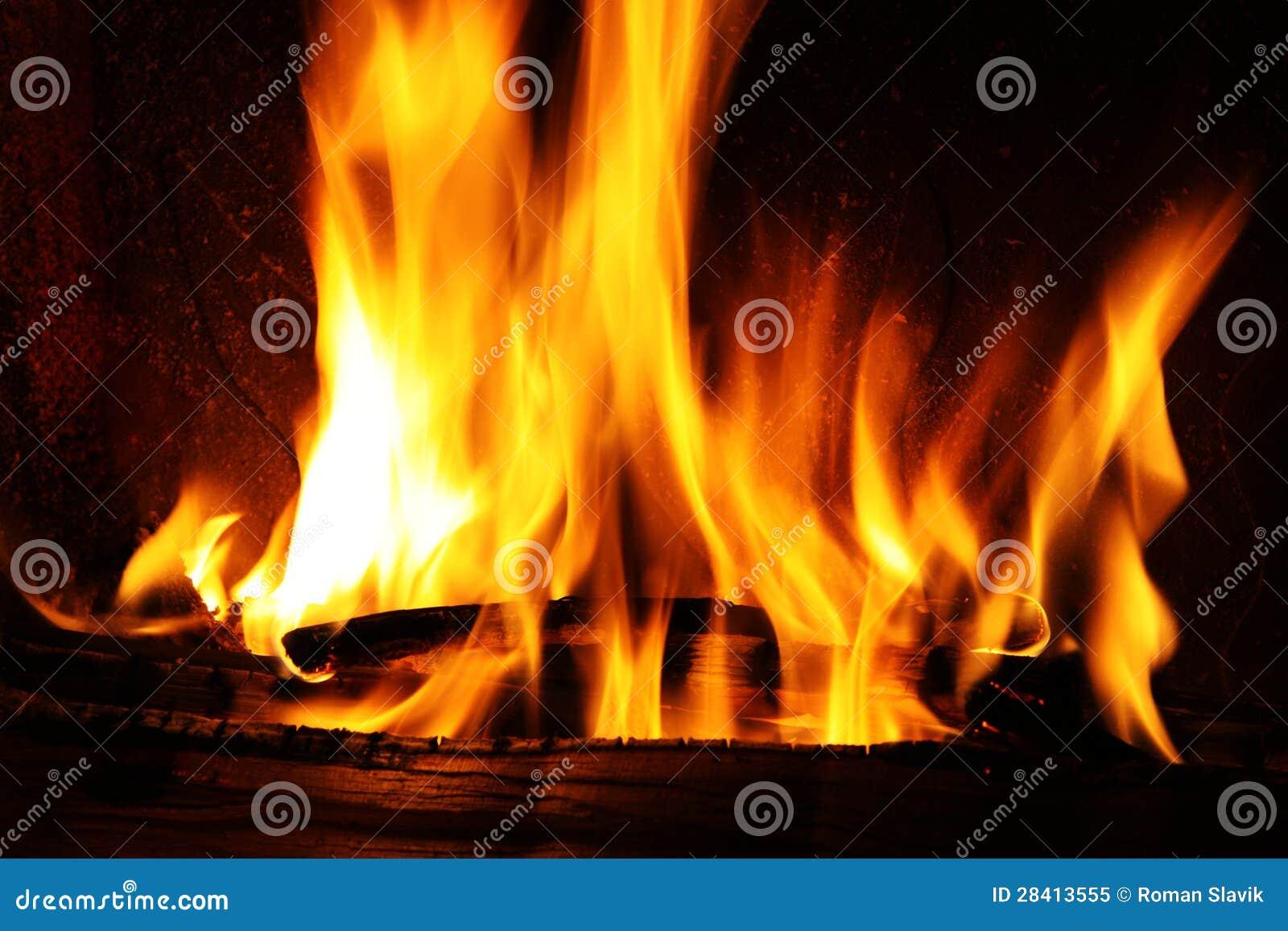 Brand In Een Open Haard, Brandvlammen Op Een Zwarte Achtergrond ...