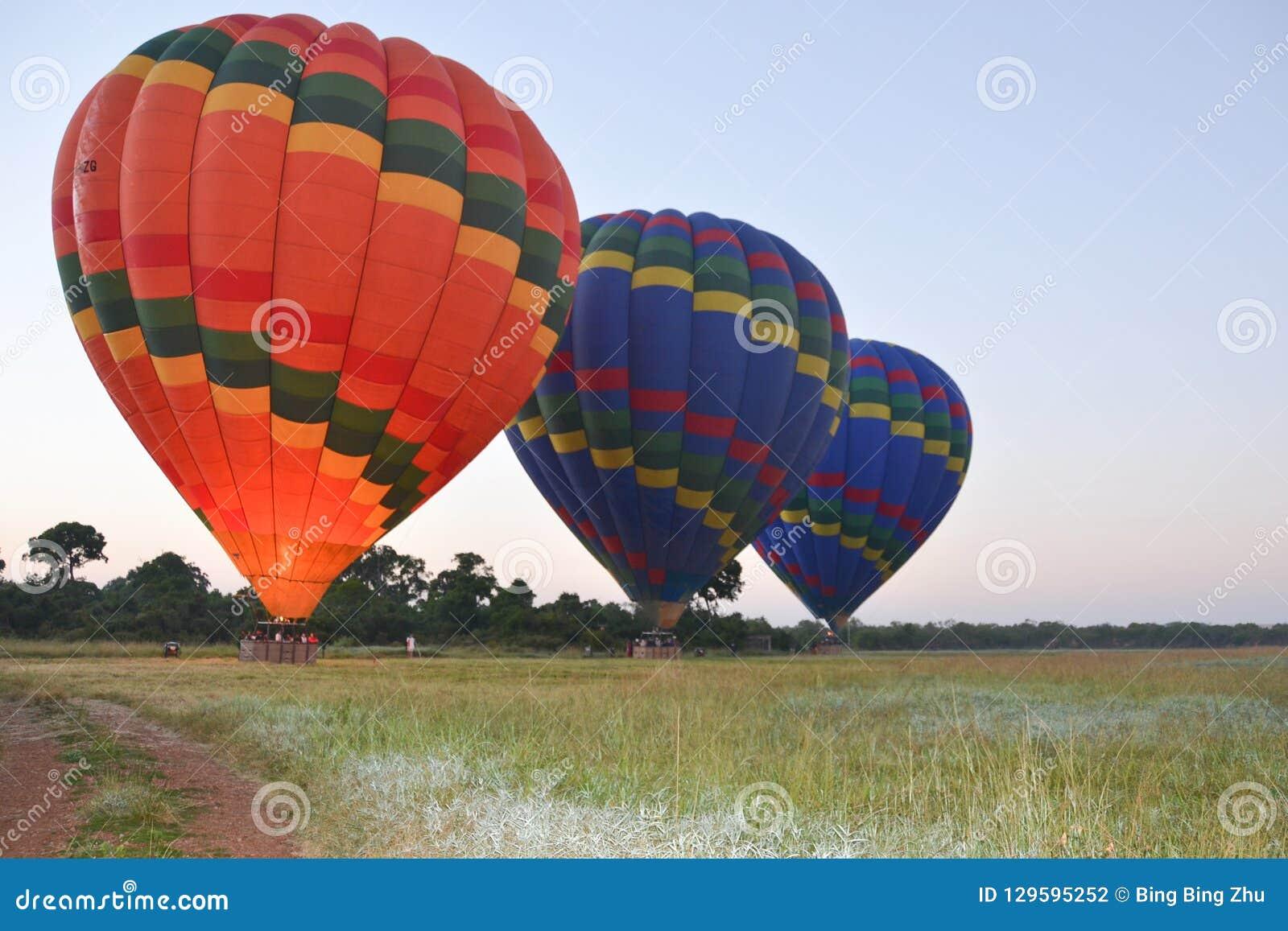 Brandballons die stijging uitgaan