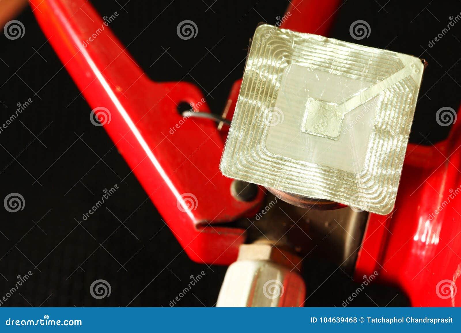 Download Brandblusapparaat En Rfid Markeringsscène Stock Foto - Afbeelding bestaande uit brand, container: 104639468