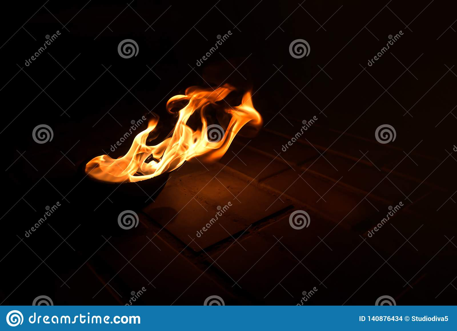 Brandbrännskador i en bunke på jordningen
