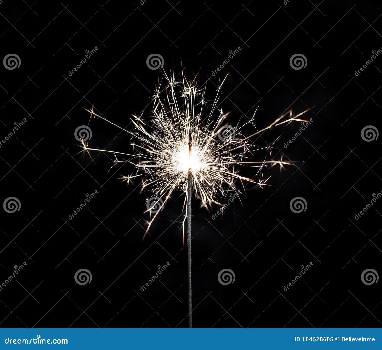 Download Brandend Sterretje Op Zwarte Achtergrond Stock Afbeelding - Afbeelding bestaande uit gloed, zwart: 104628605