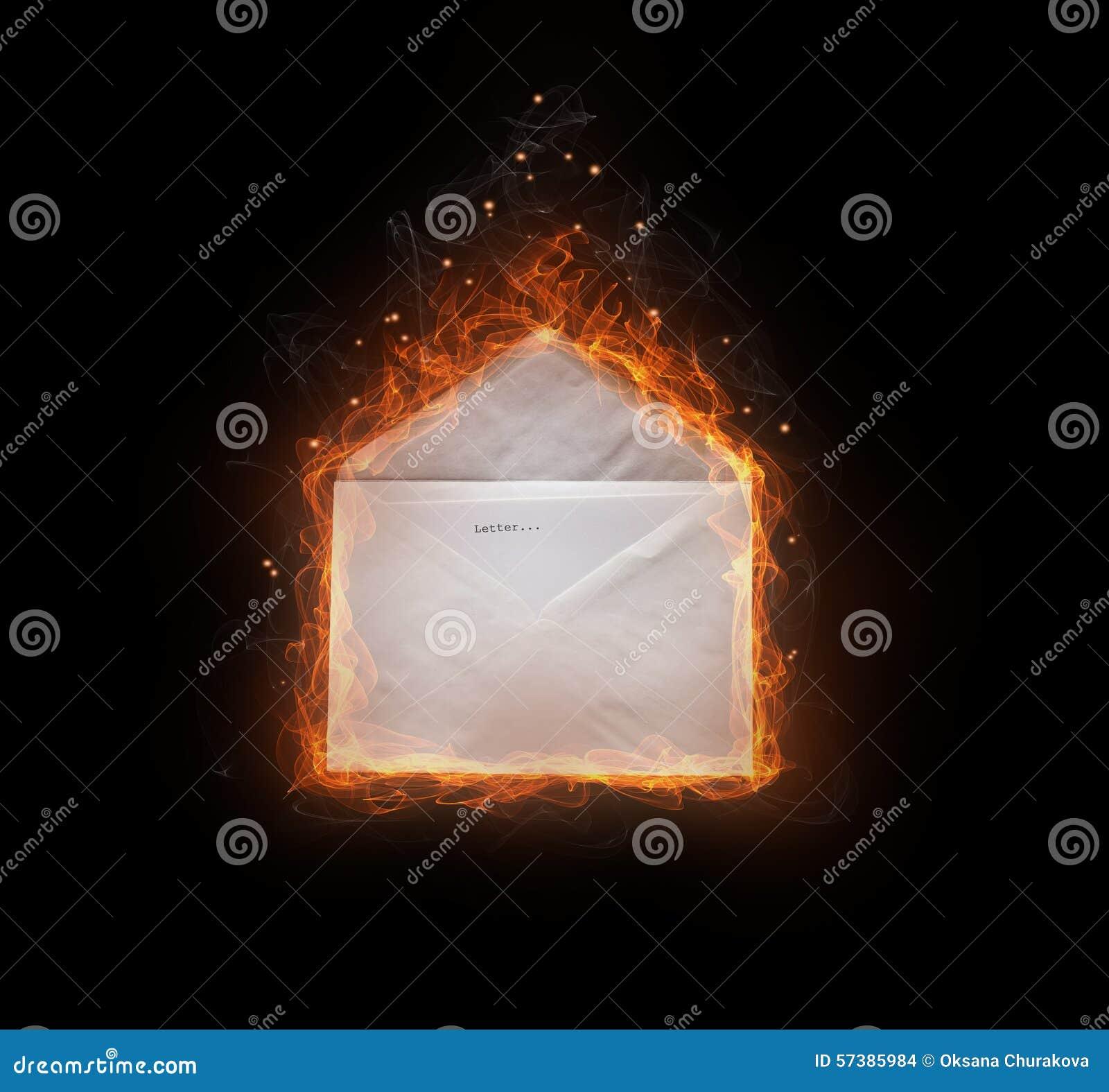 Brandende brief in envelop