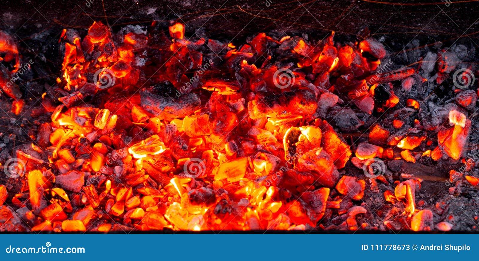 Brandende houtskool als achtergrond