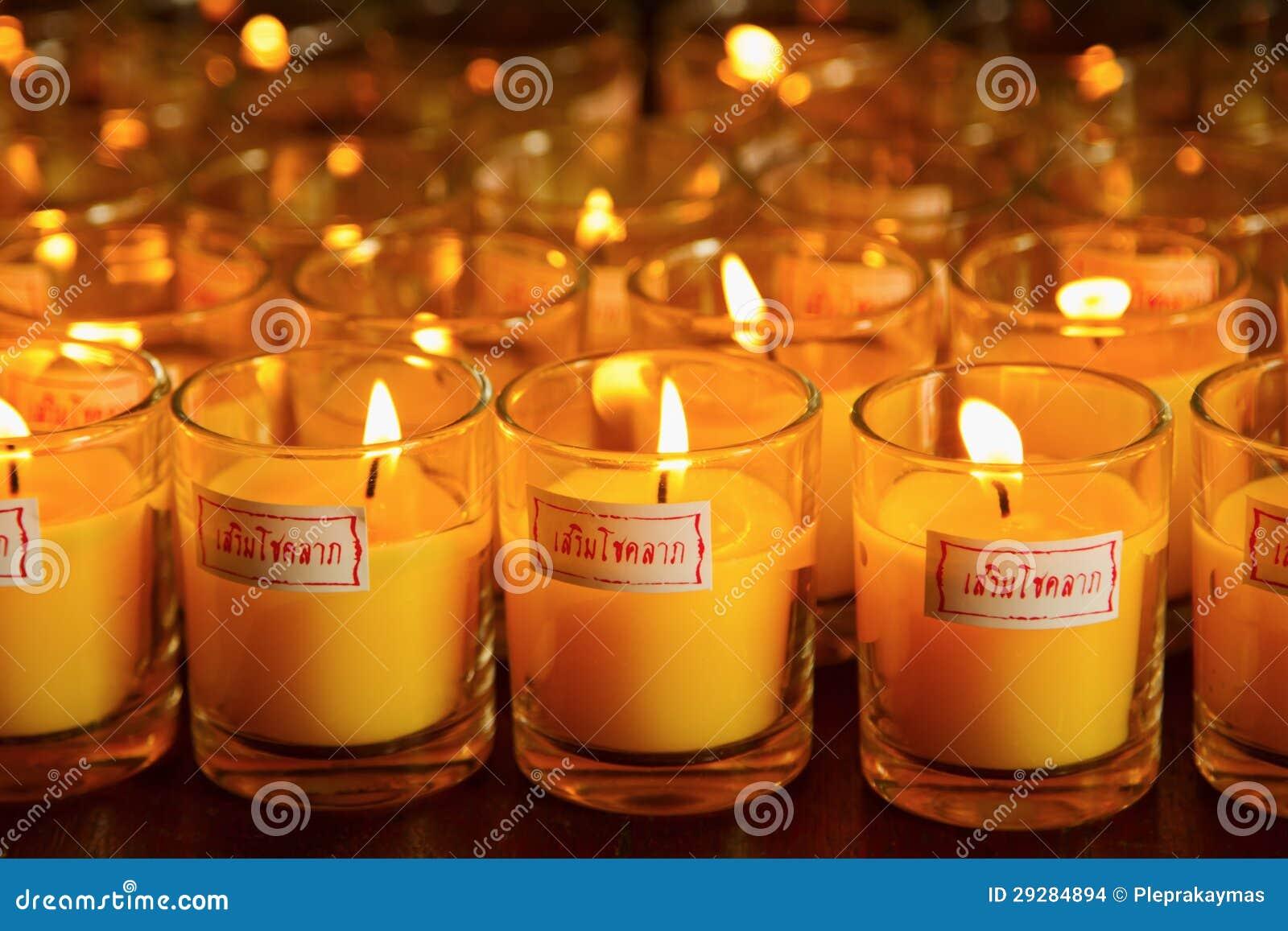 Brandende kaarsen bij een boeddhistische tempel stock foto afbeelding 29284894 - Oostelijk licht ...