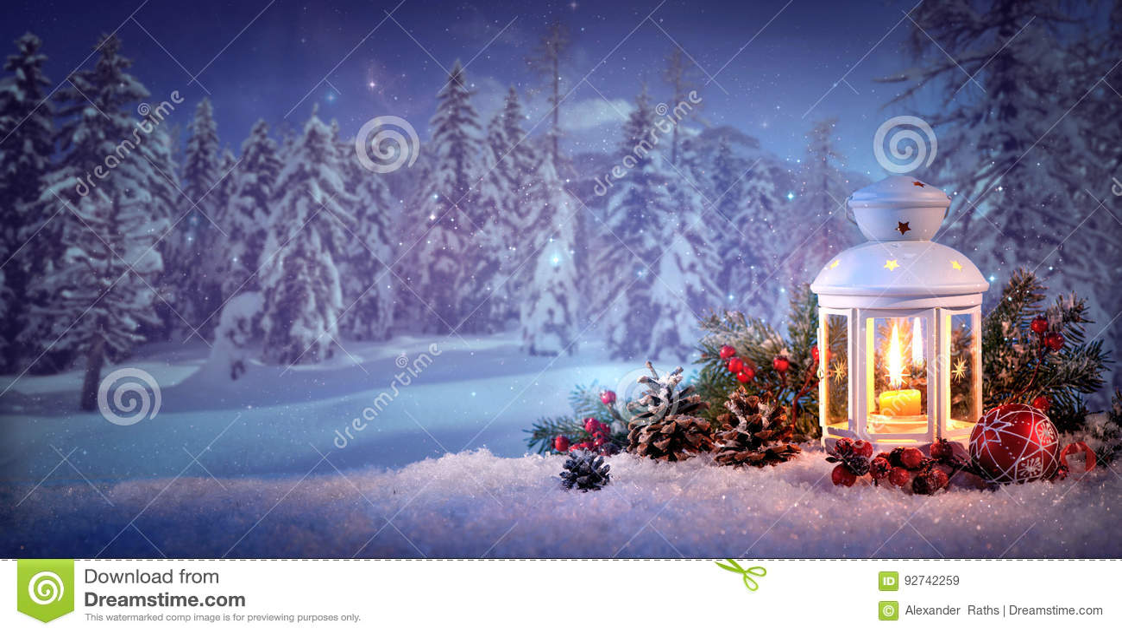 Brandende lantaarn in de sneeuw