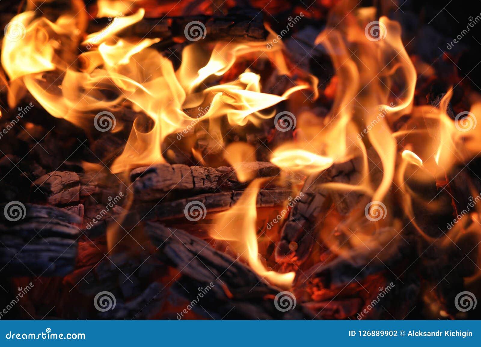 Brandflamma och kol