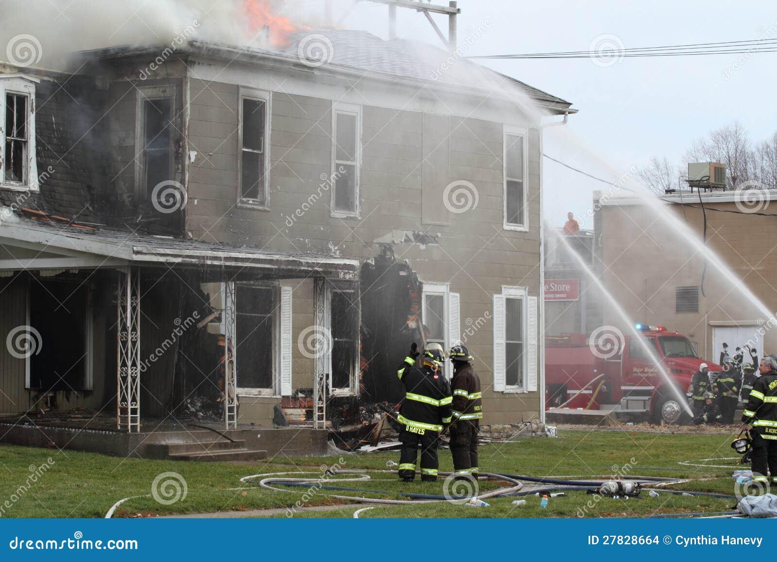 Brandkämpar på arbete