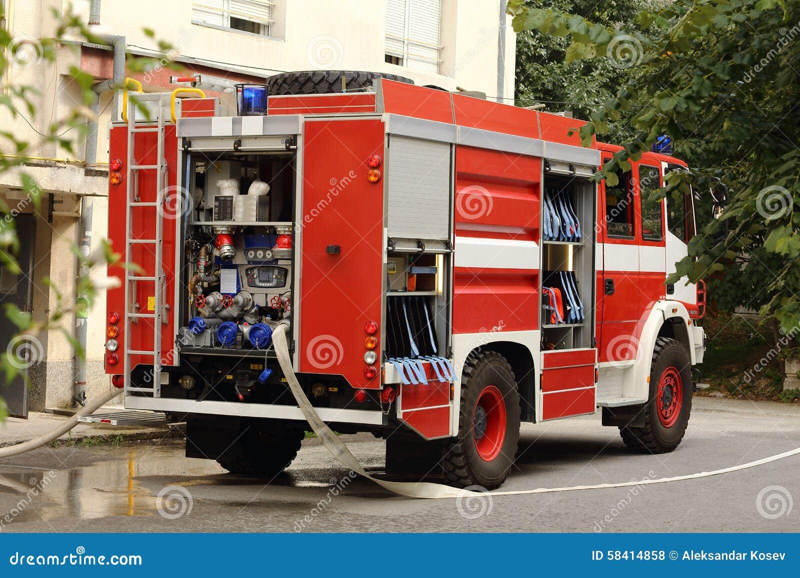 Brandlastbilen rusar på
