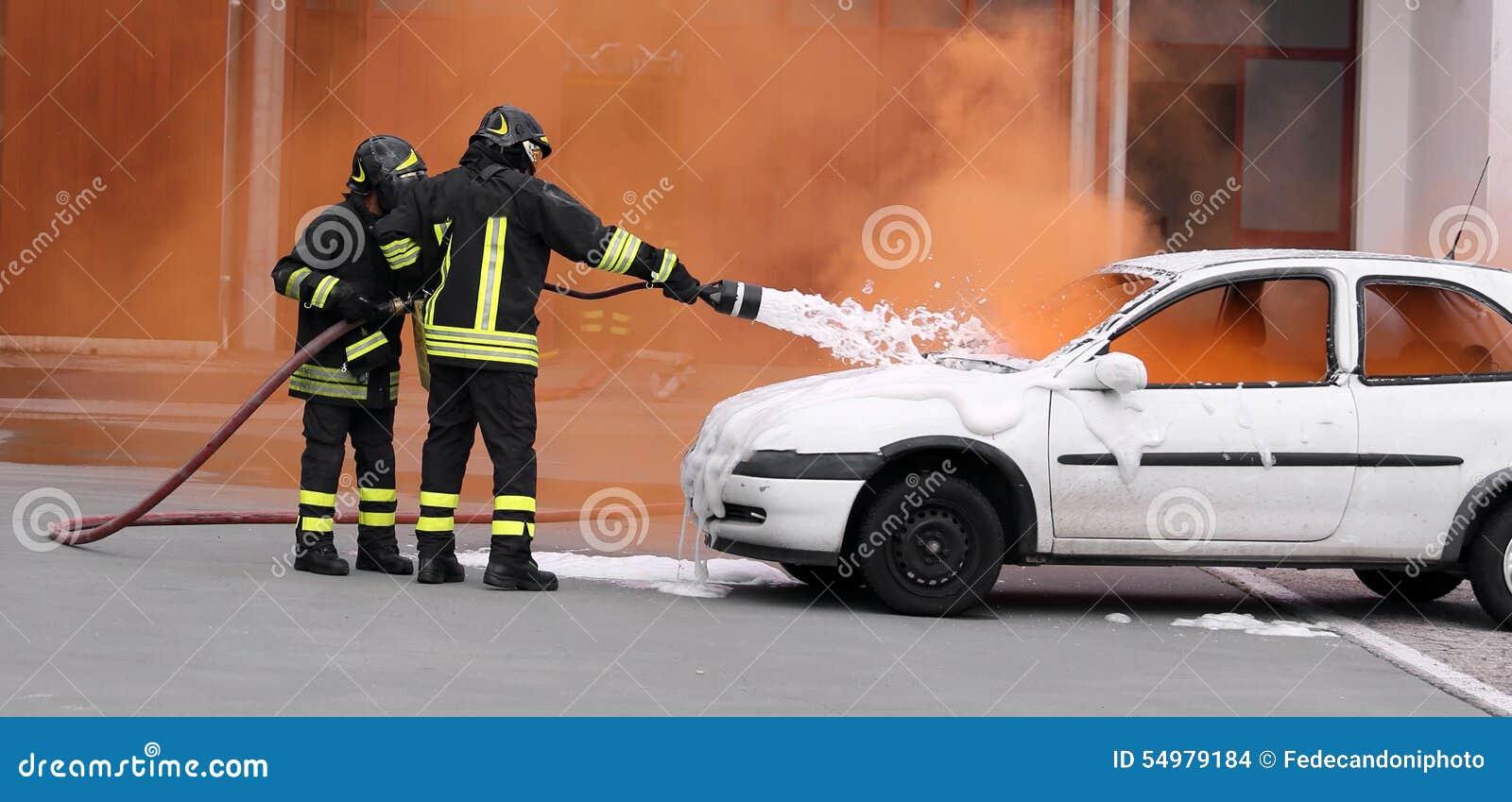 Brandmän släckte branden med skumstridighet