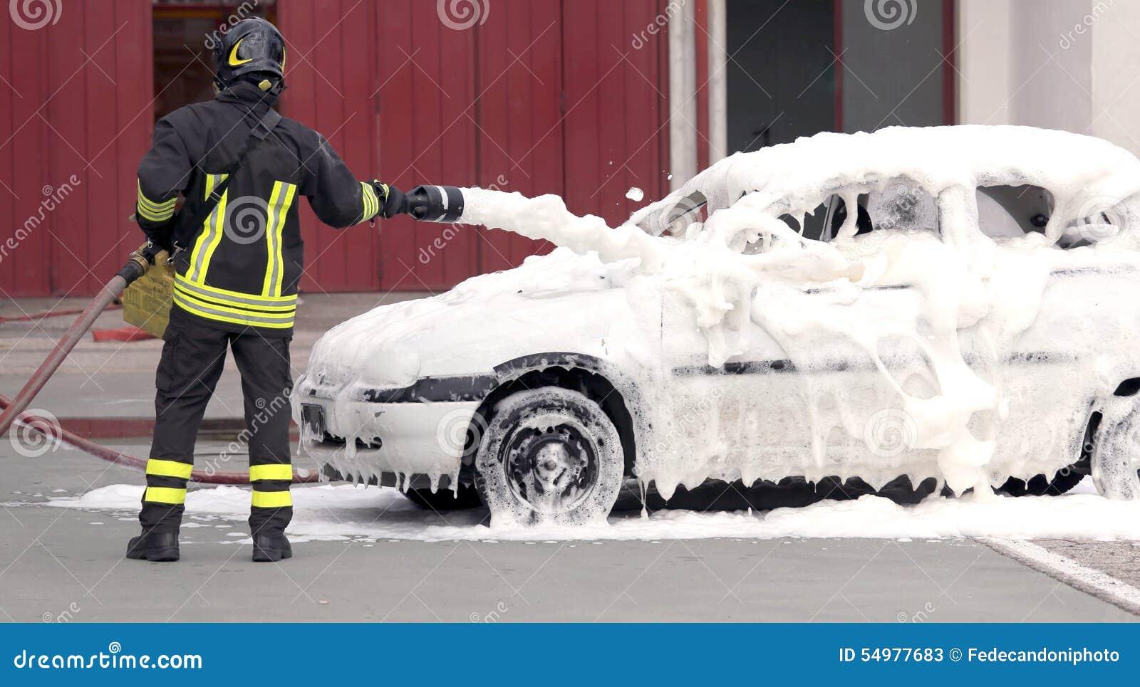 Brandmannen släckte branden med SKUM