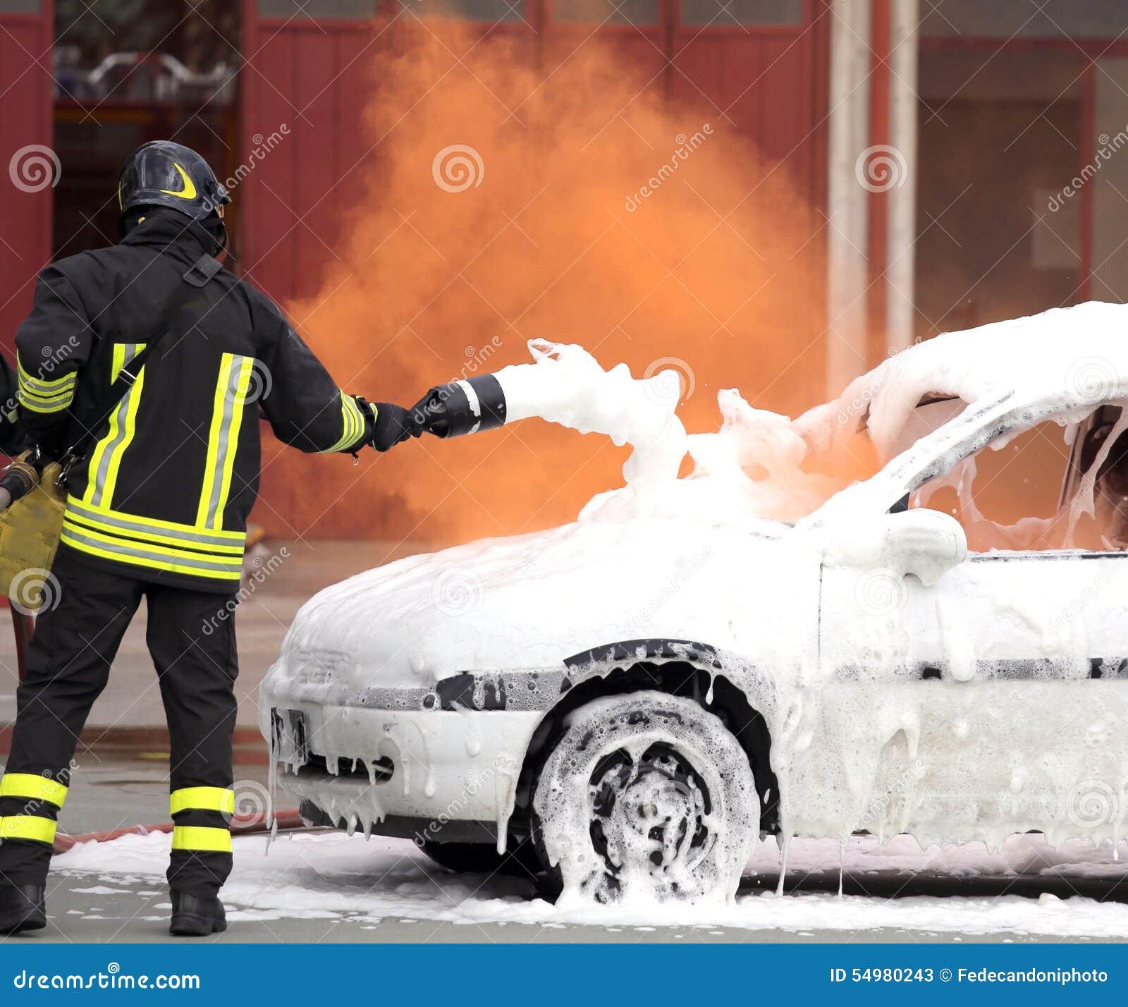 Brandmannen släckte branden med skumstridighet