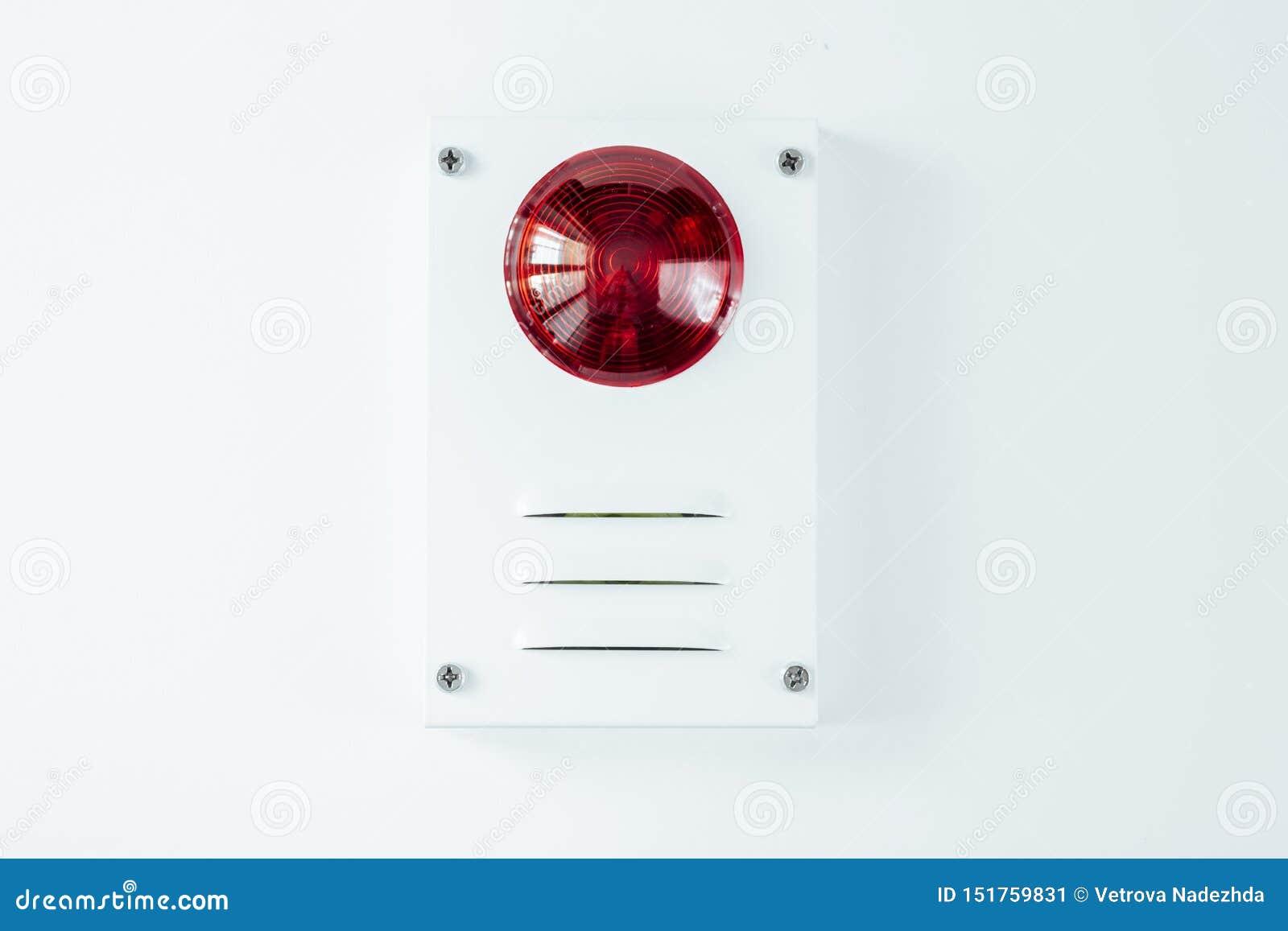Brandsäkerhetssystem på en whatebakgrund av ett kopieringsutrymme