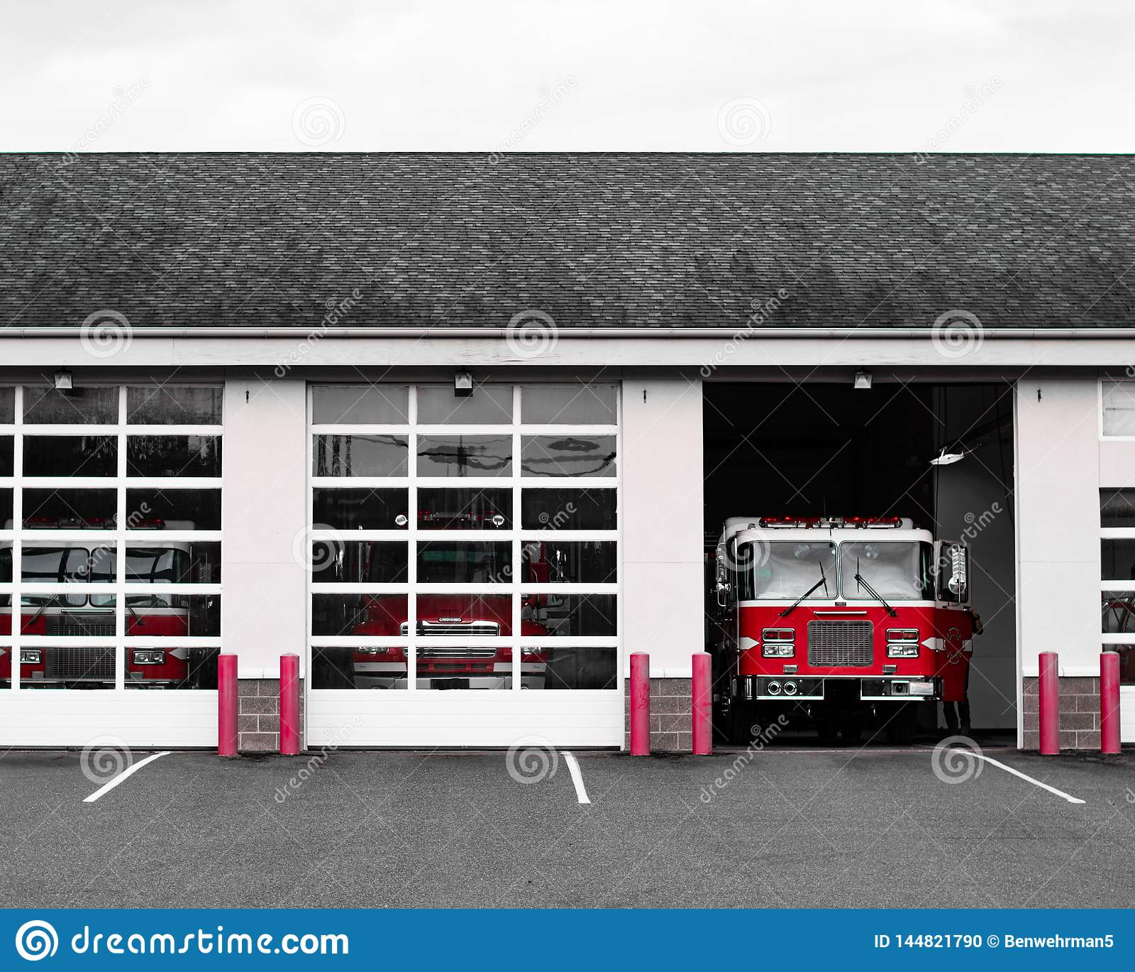 Brandvrachtwagen bij de Post