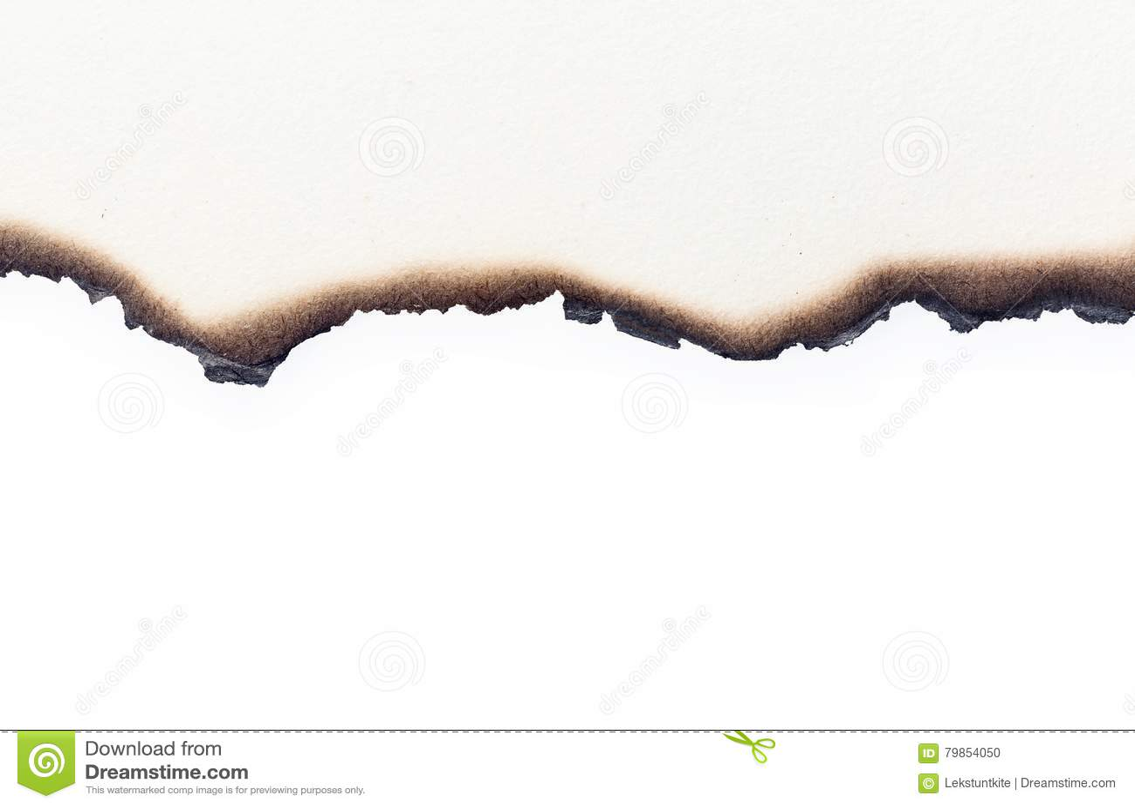 Brandwond oud pakpapier half op witte textuurachtergrond