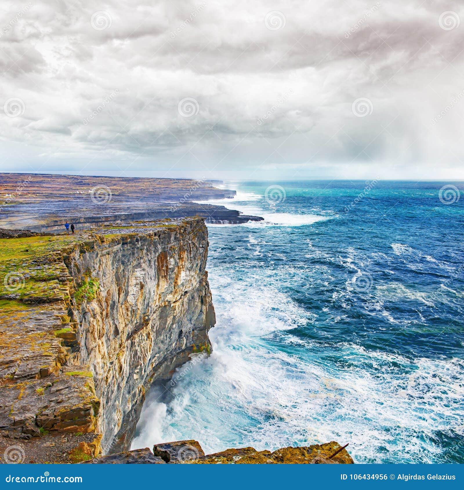 Brant stup och kust i Connemara