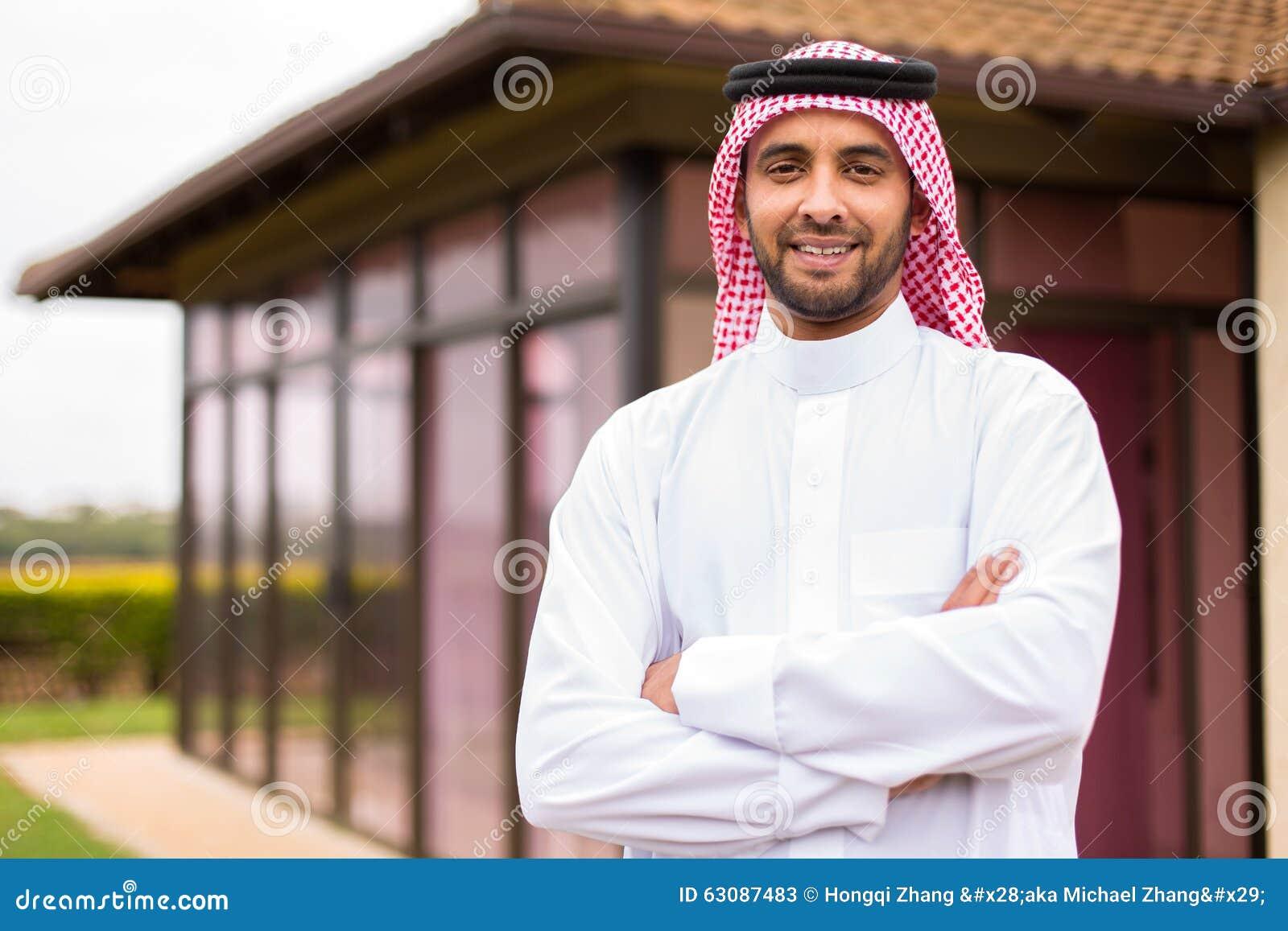 Download Bras Arabes D'homme Croisés Image stock - Image du ethnicity, outdoors: 63087483