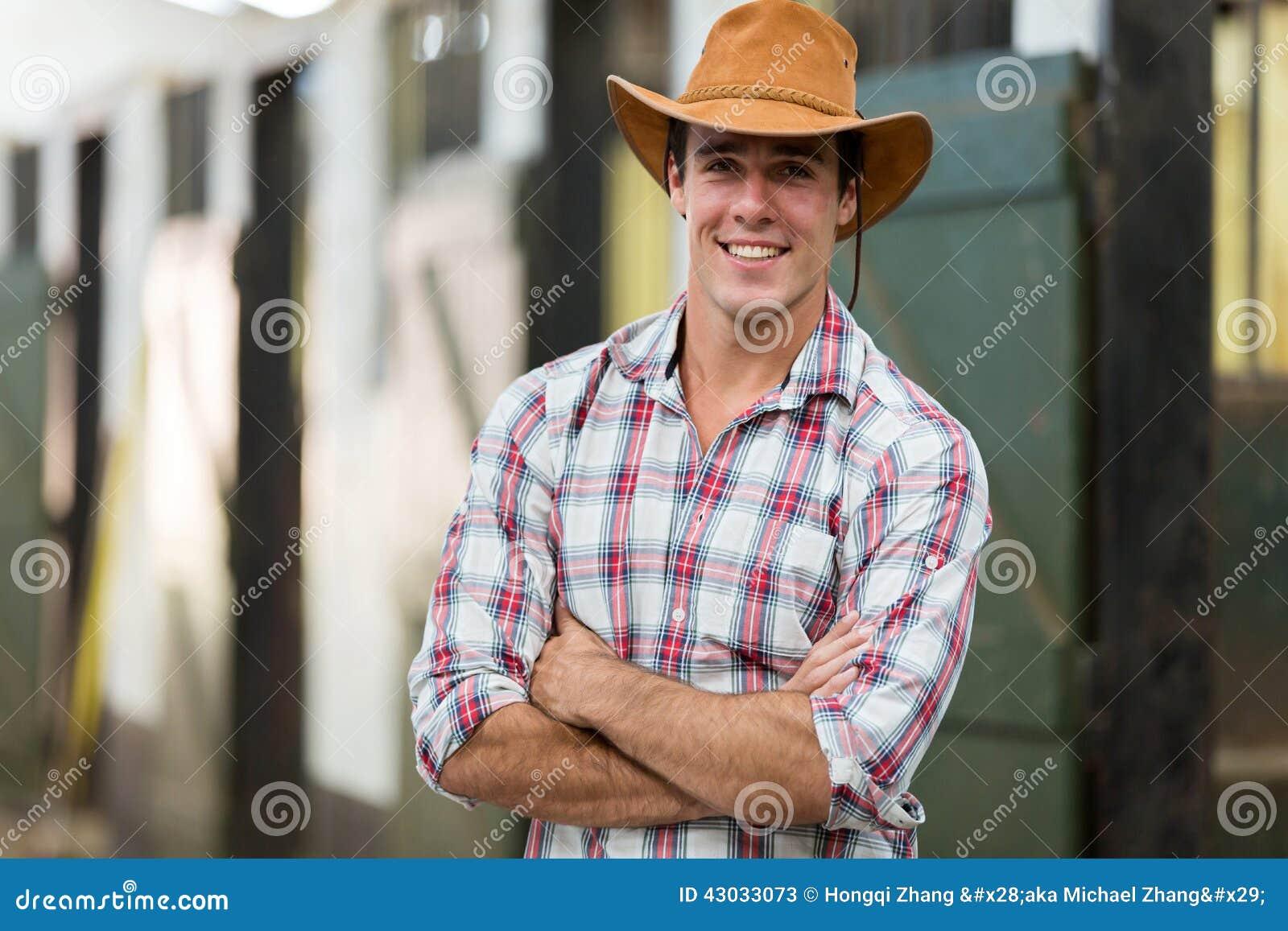 Bras de cowboy croisés