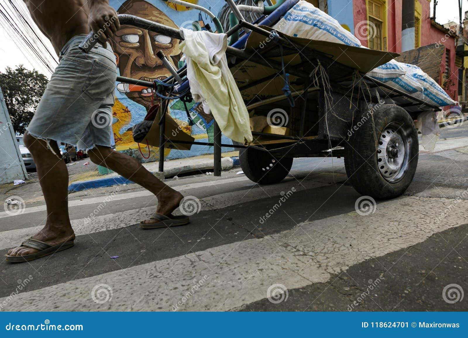 Brasil - San Paolo - Catadores de rua - a recycler cooperative