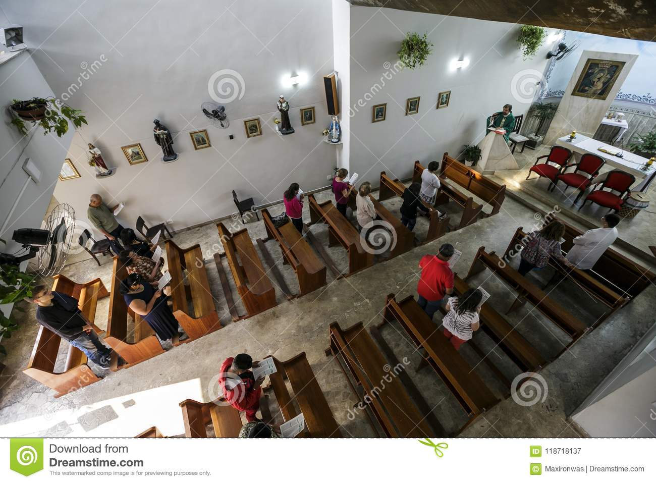 Brasil - San Paolo - The ONG Sermig - catholic mass for voluntaryes