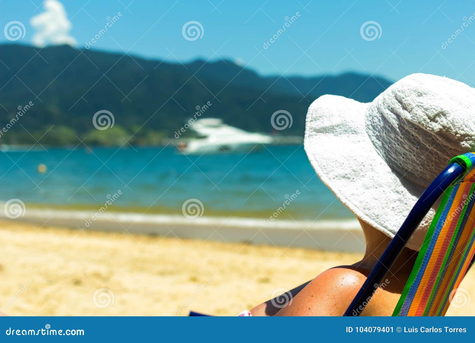 Brasiliansk kvinna på stranden