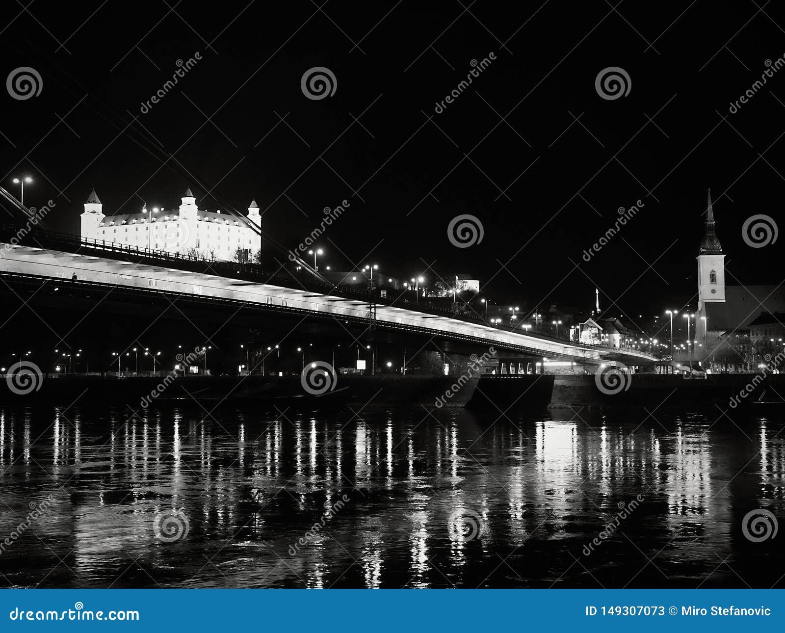 Bratislava afton, trevlig sikt av ciityen