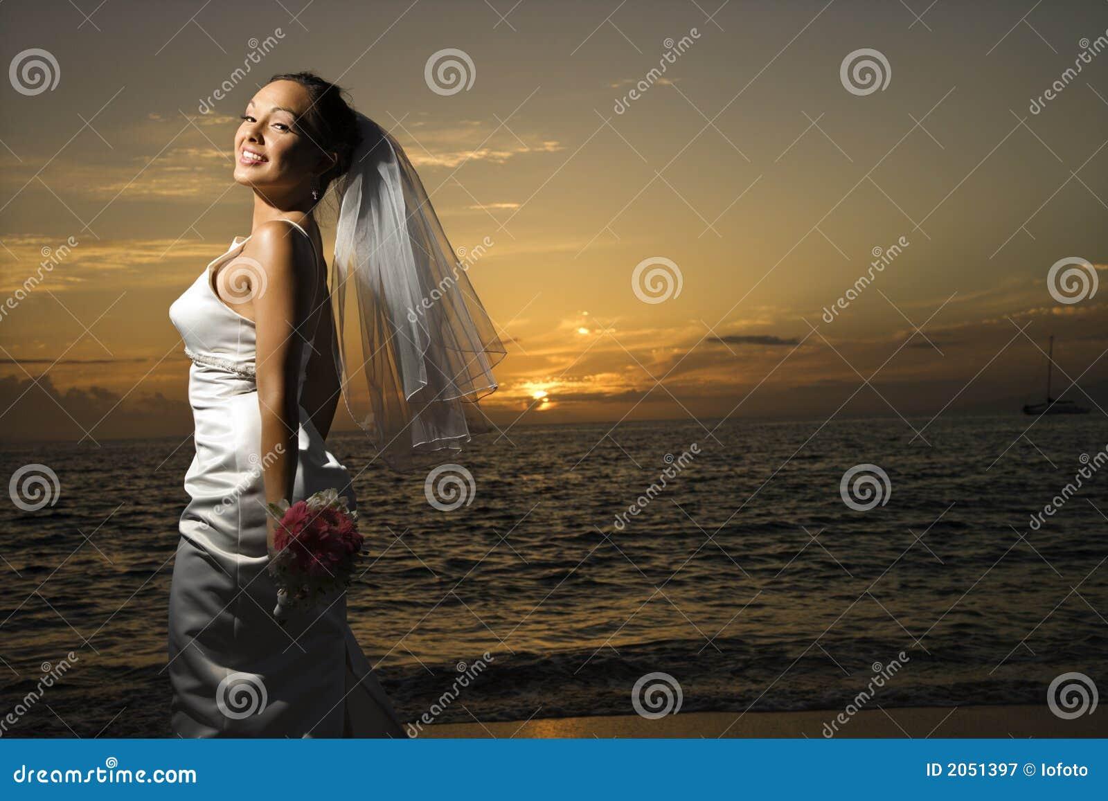 Braut auf Strand.