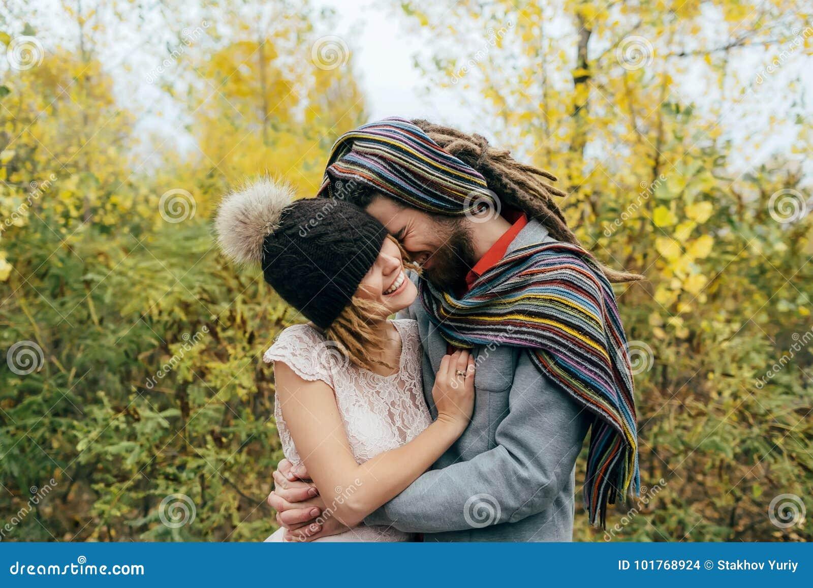 Braut In Einer Strickmutze Mit Einem Pom Pom Hut Der Ihre Augen