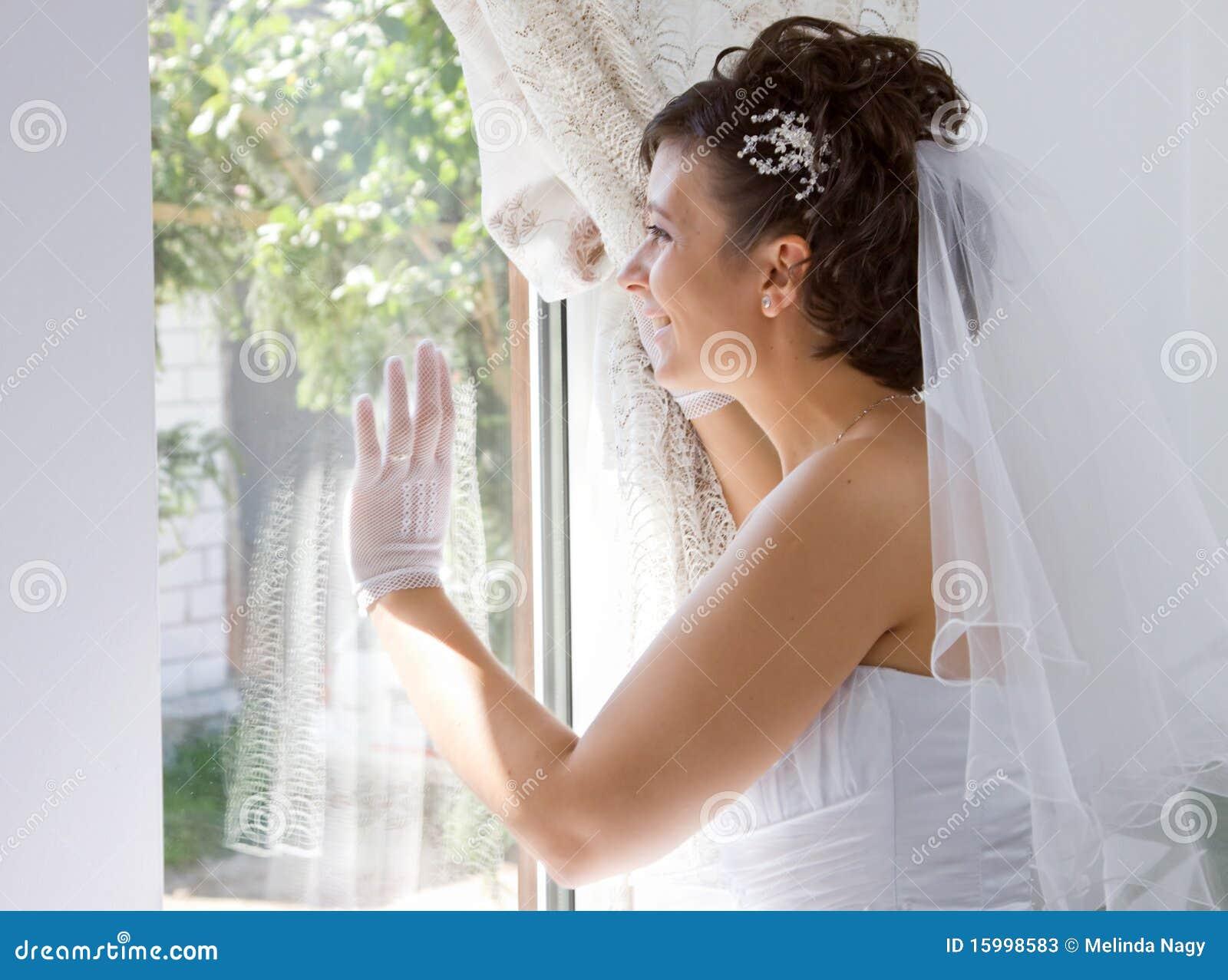 Braut im Fenster