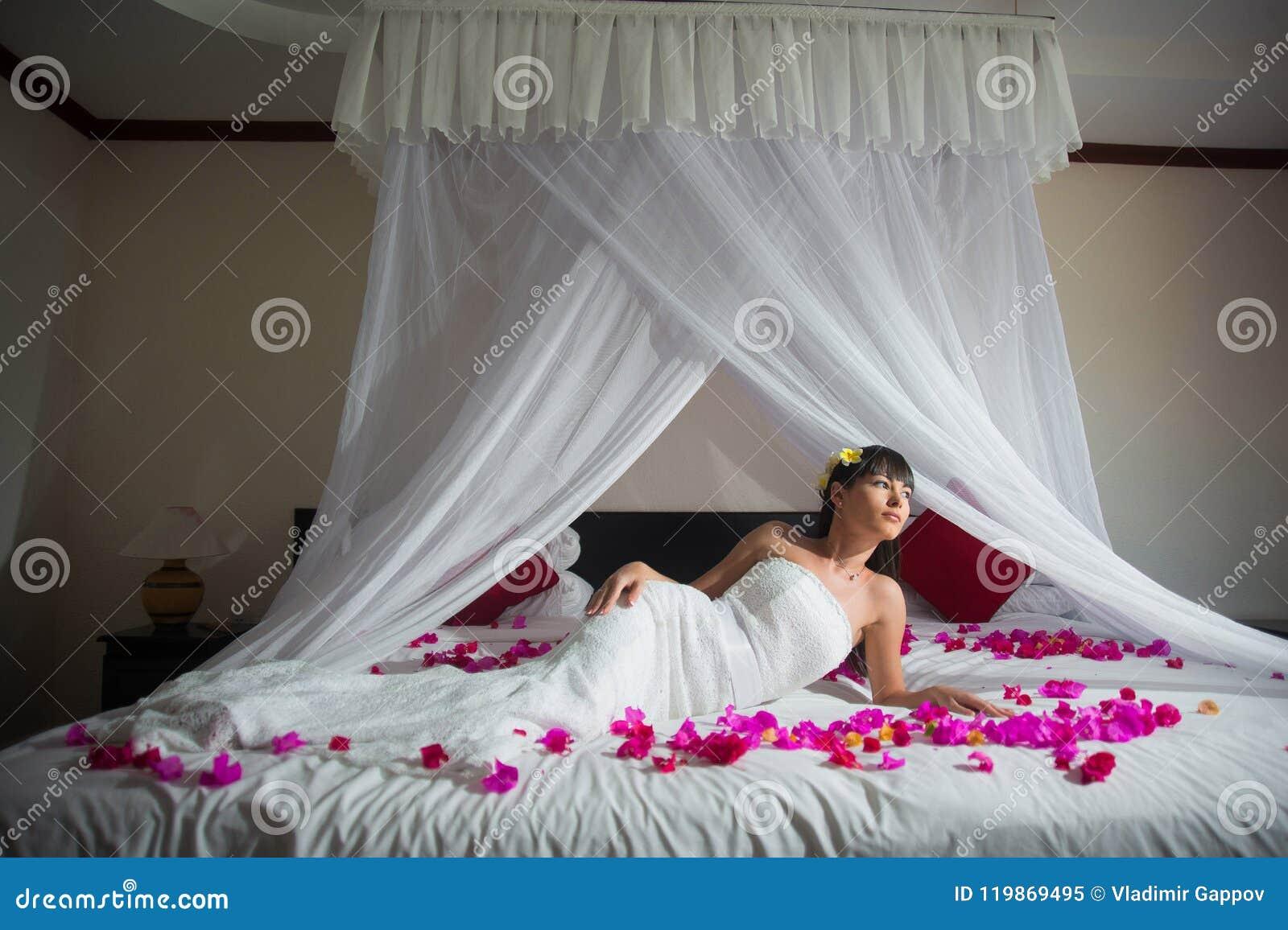 Heftige Sexfantasie Auf Dem Bett