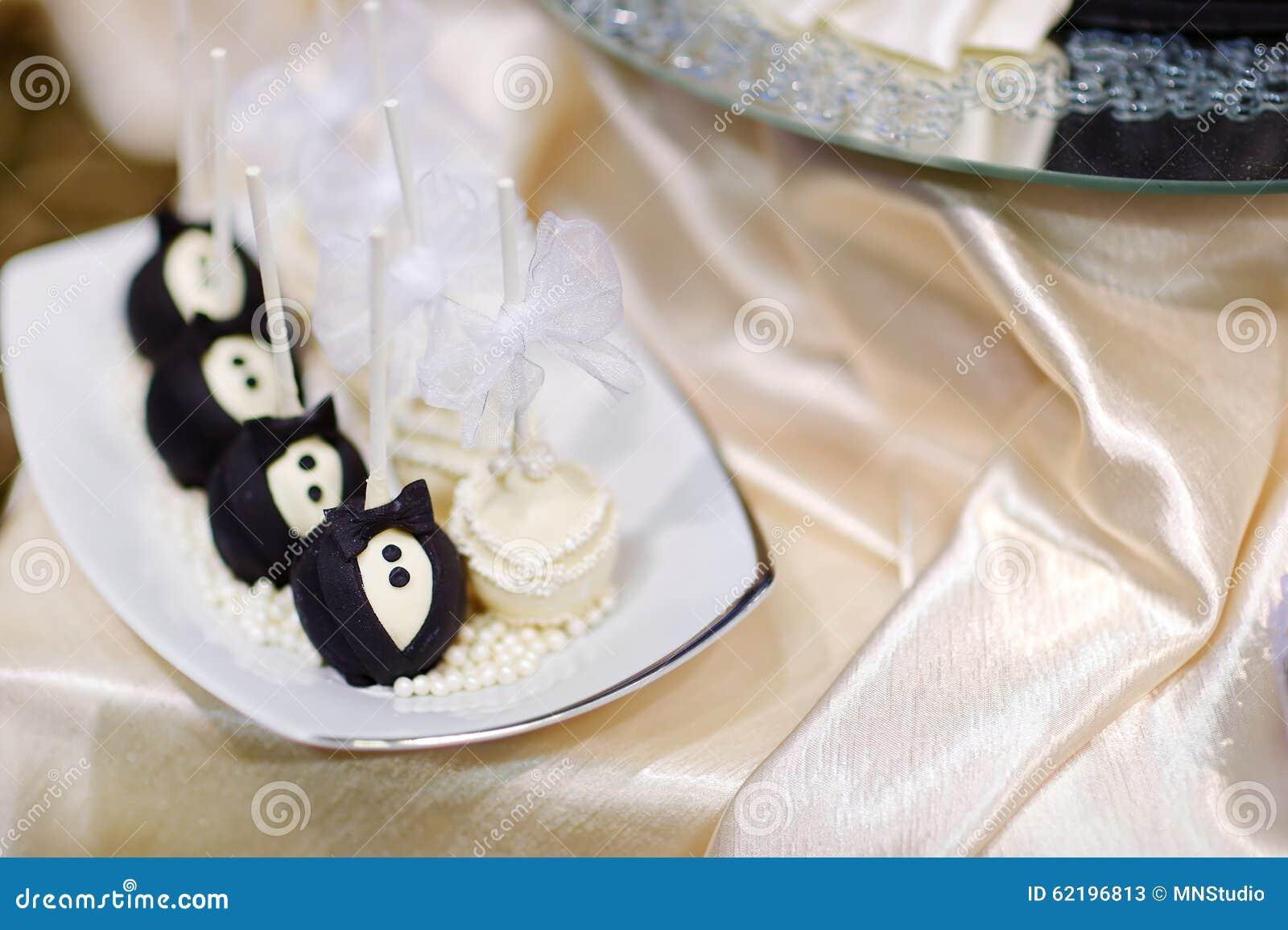 Braut- und Bräutigamkuchenknalle