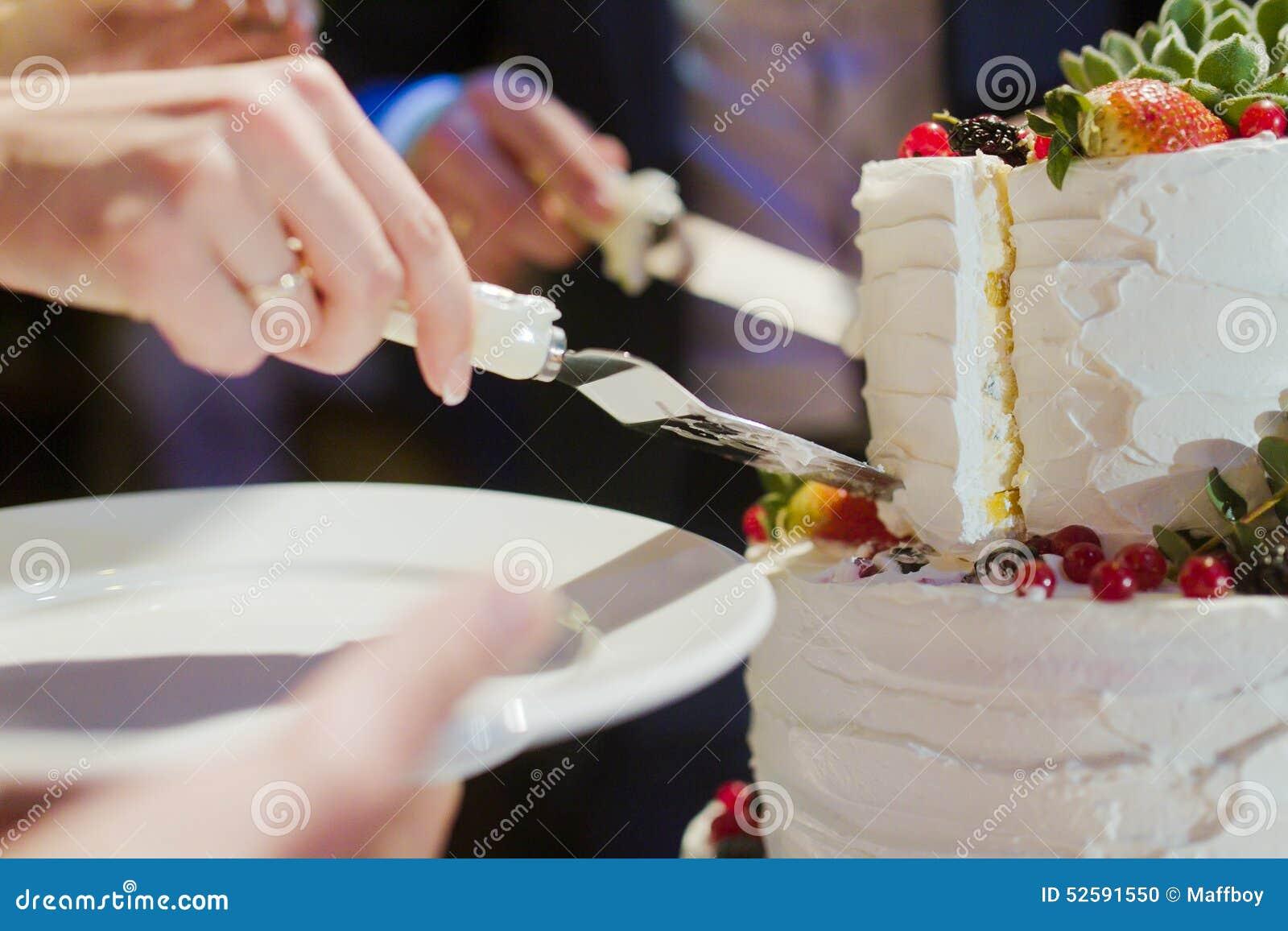 Braut- und Bräutigamschnitthochzeitstorte