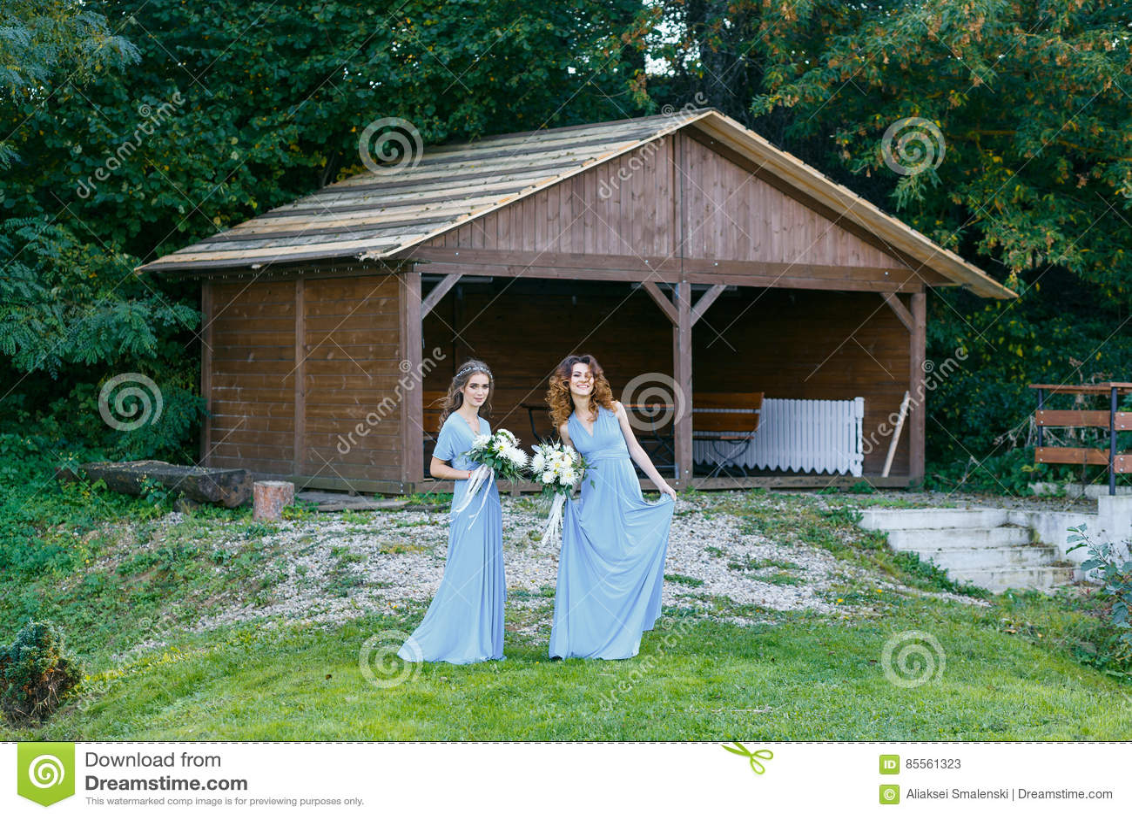 Brautjungfern im Park
