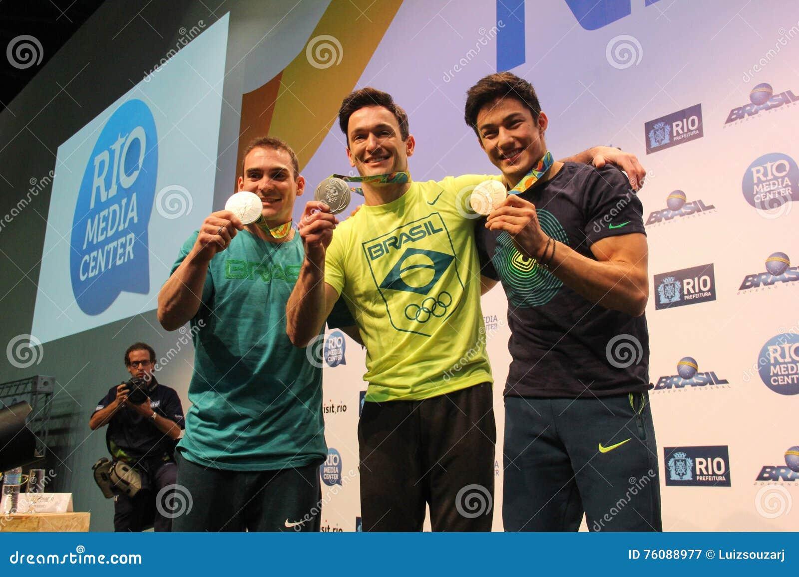 Brazylijska gimnastyczka medalu zwycięzców konferencja prasowa