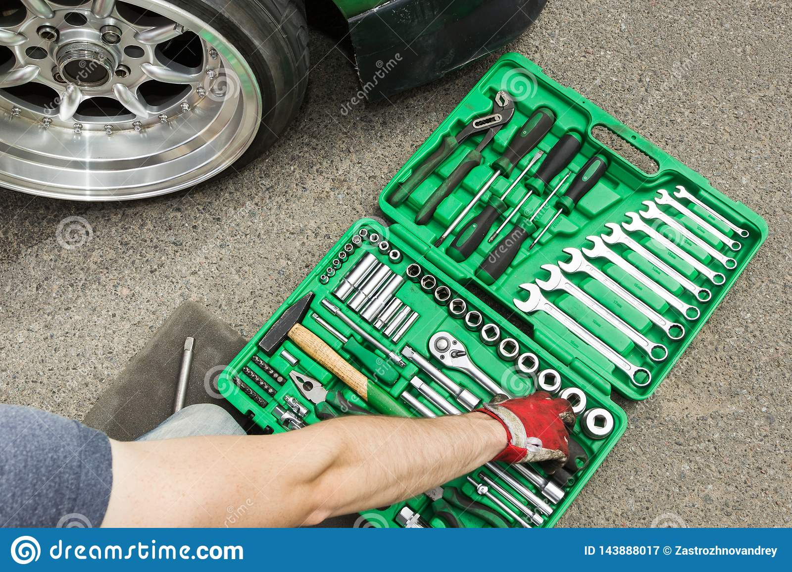 Breakdown of the car on the road, a set of tools for repair