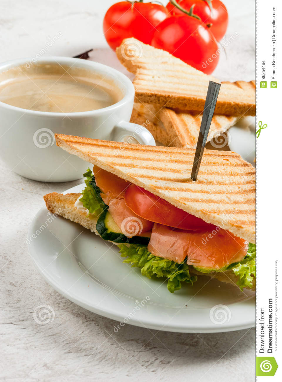 Breakfast with club sandwiches