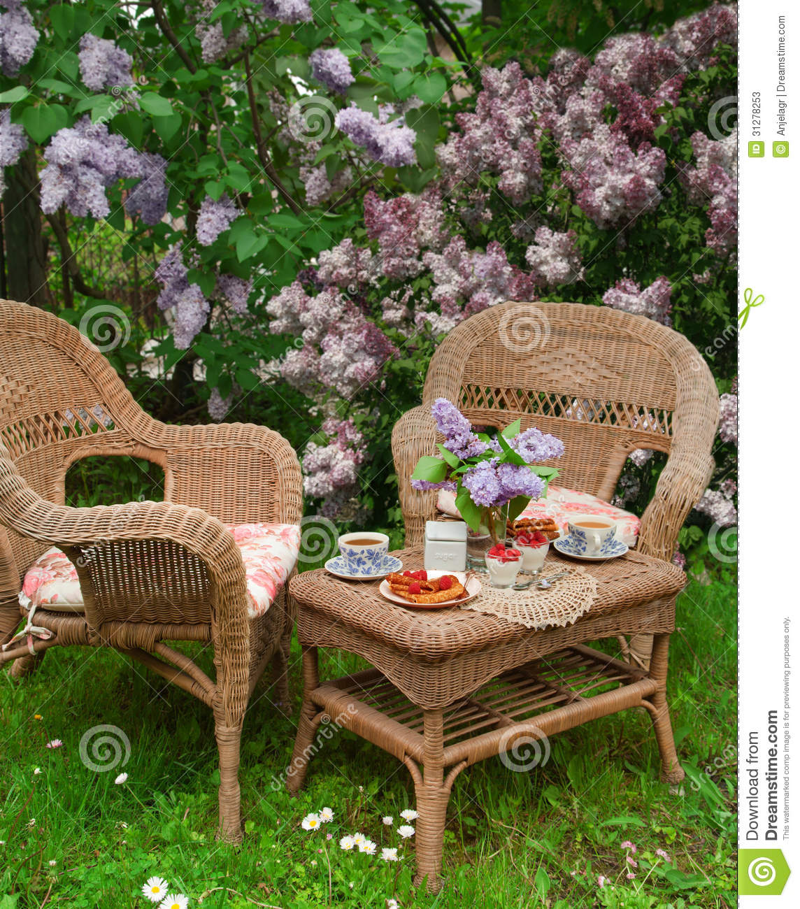 Breakfast at the garden stock photos image 31278253 for Au jardin brunch
