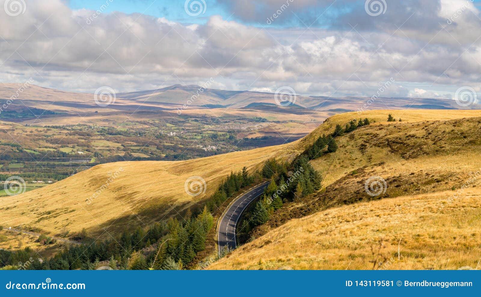 Brecon baliza la visión desde el A4061 cerca de Aberdare, Rhondda Cynon Taf, Mid Glamorgan, País de Gales, Reino Unido