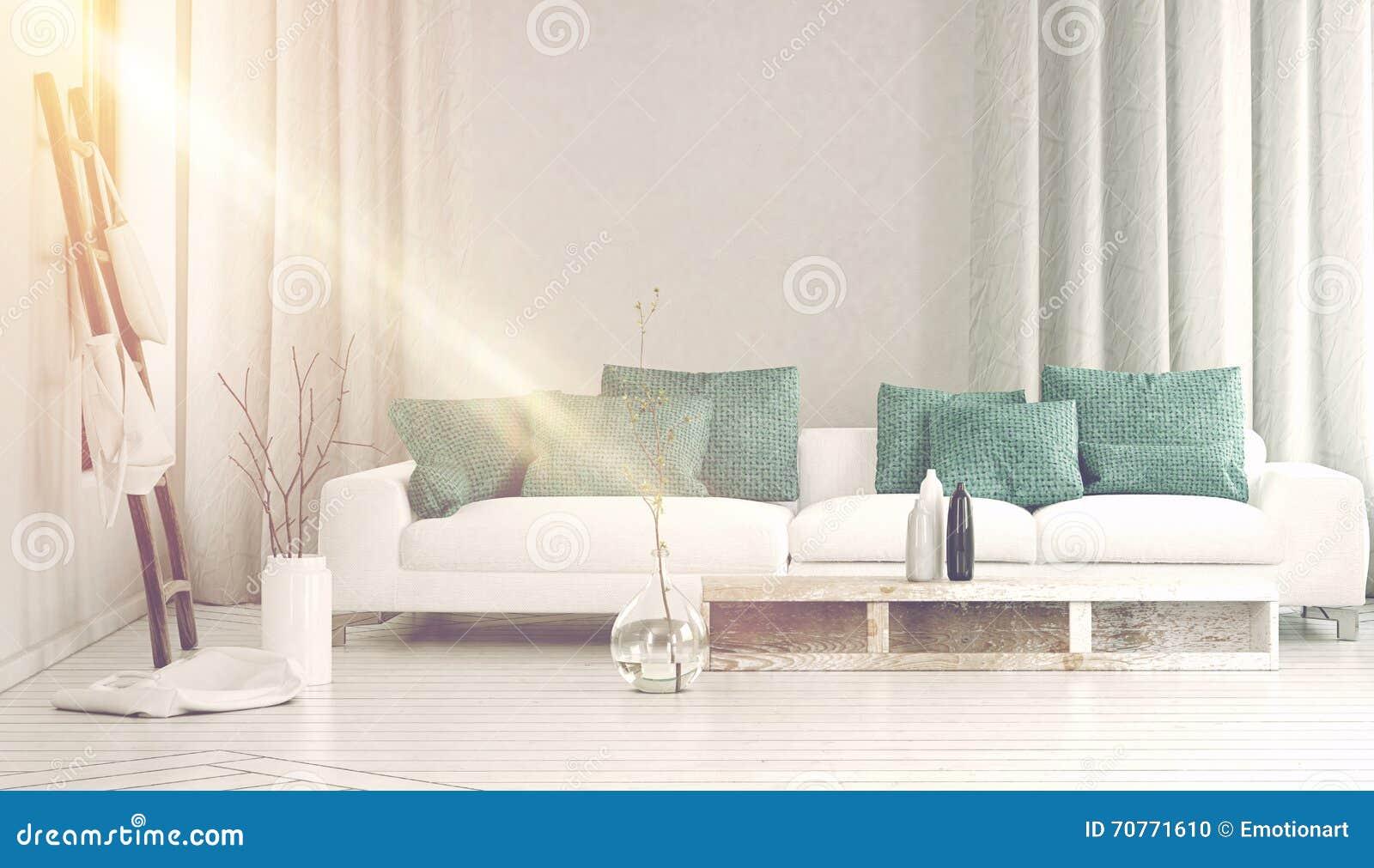 Bred soffa framme som badas i gult solljus