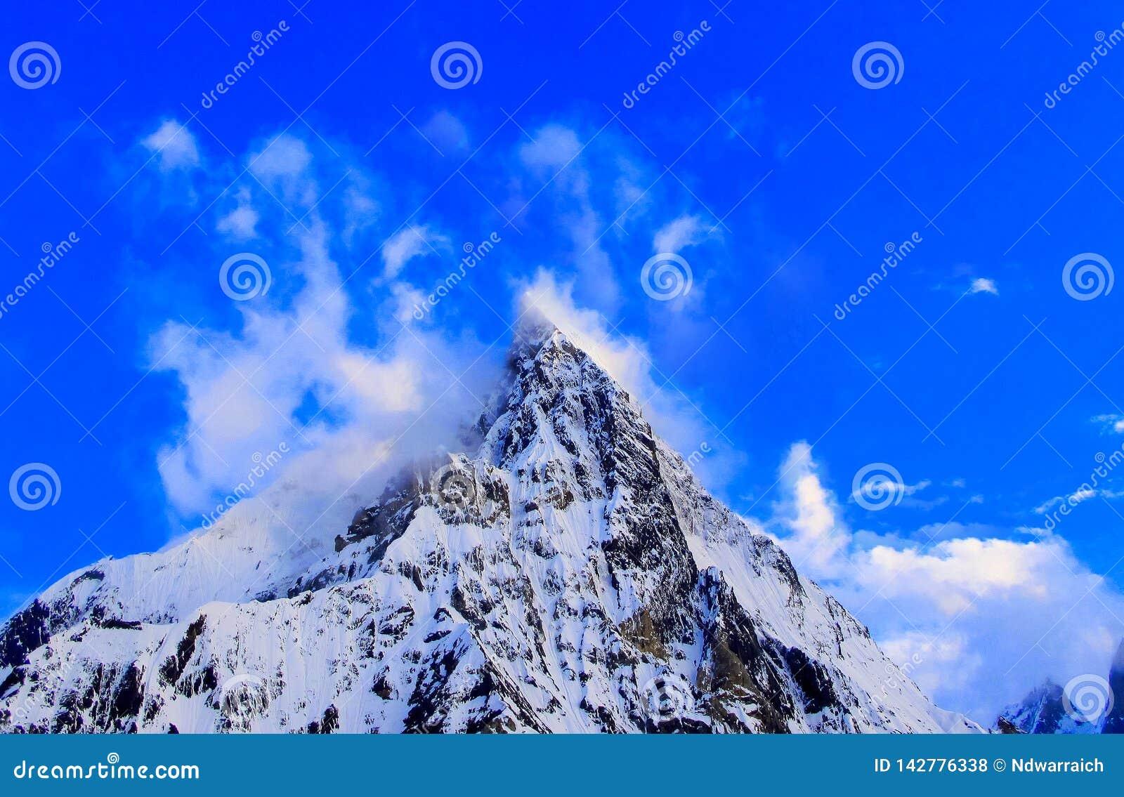 Breite Spitze nahe der Spitze K2 in der Karakorum-Gebirgsstrecke in Pakistan