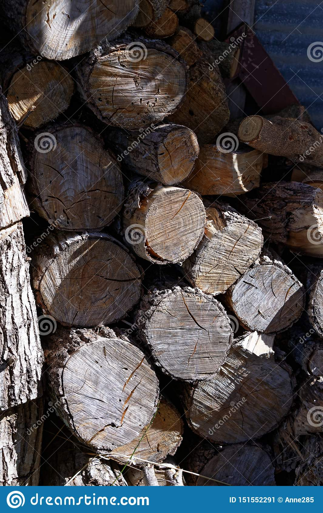 Brennholz für ein großes Feuer